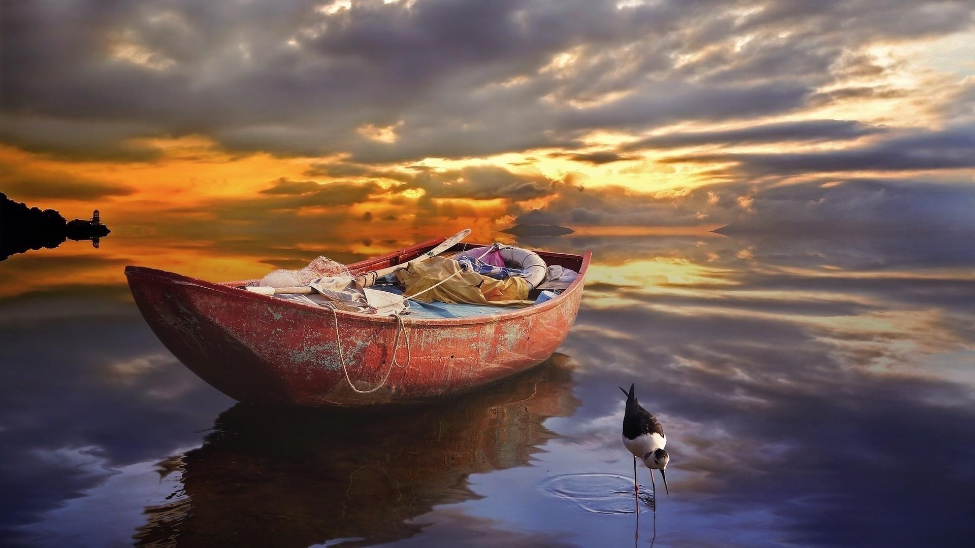 В соннике фрейда лодка ассоциируется с отношениями между людьми.