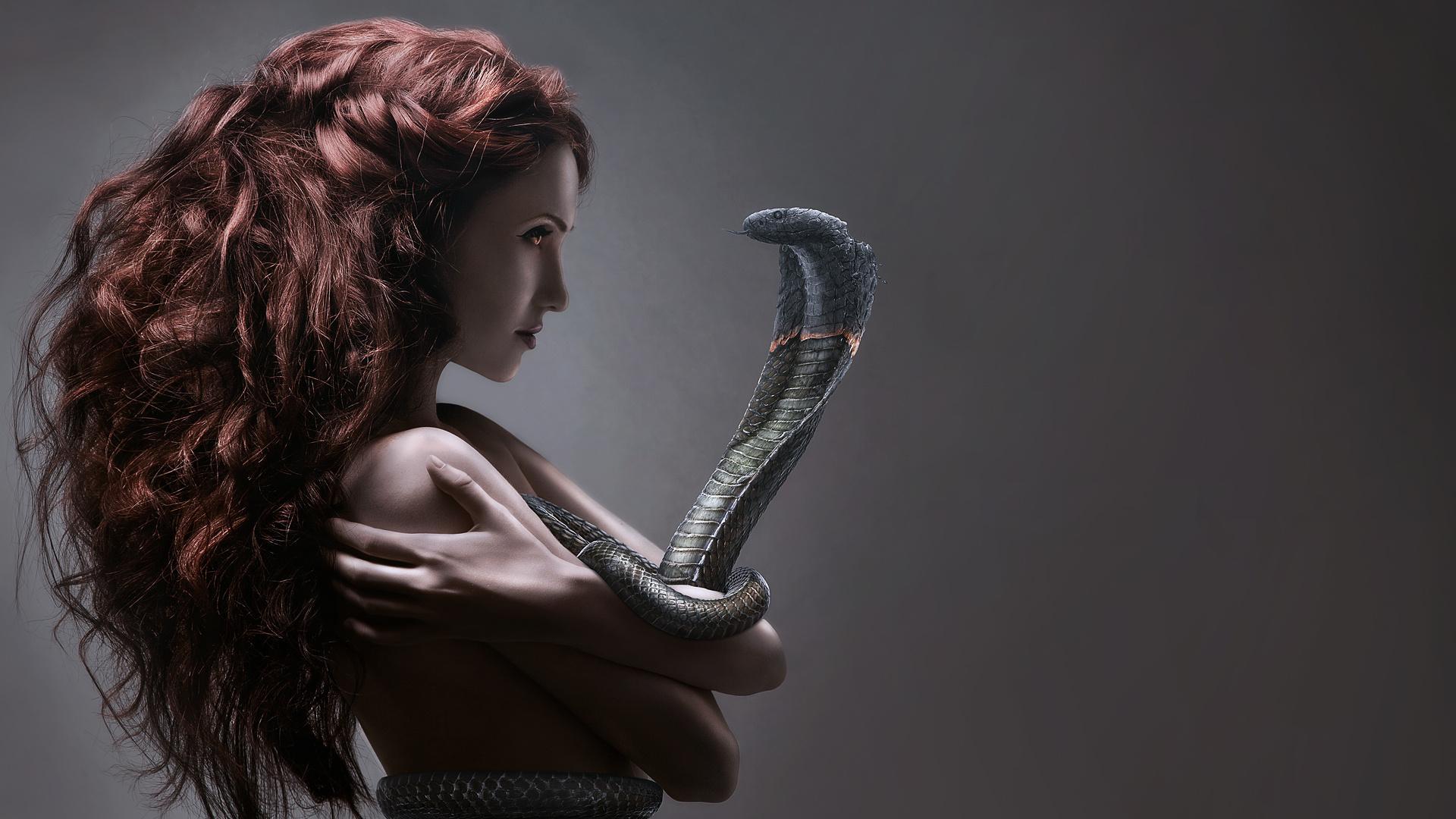 Картинки змеи с девушкой