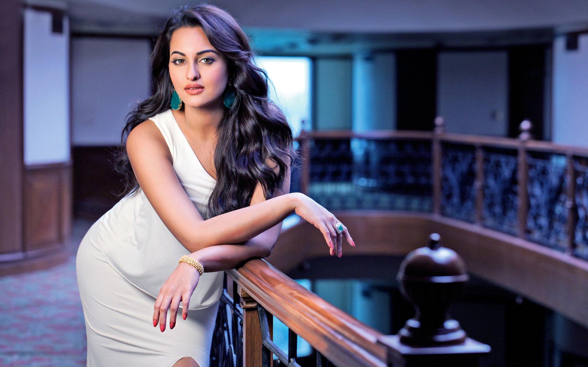 диван великолепно фото индийская молодежных актрисе год