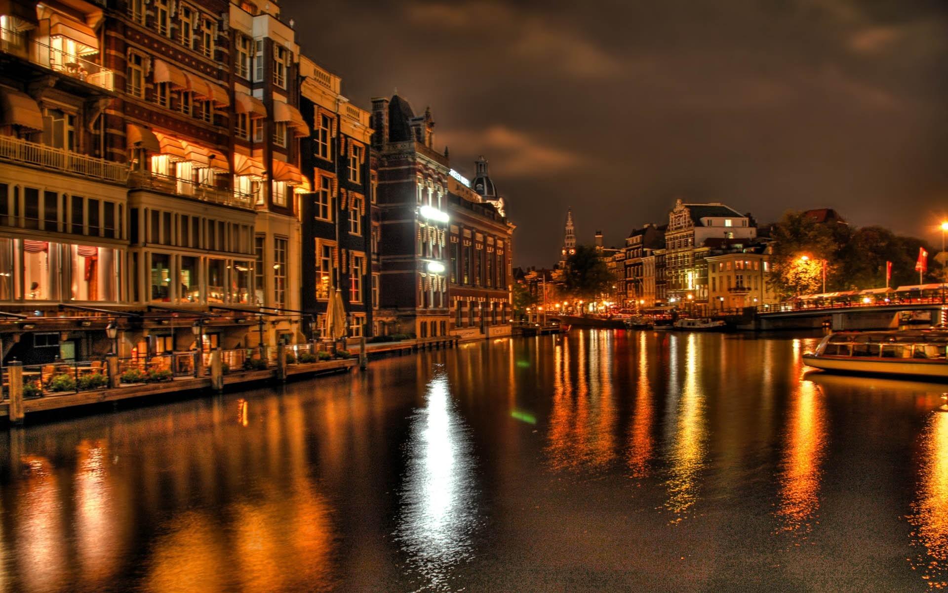 Nieuw Amsterdam cruise ship photos : Holland America Amsterdam black and white photos