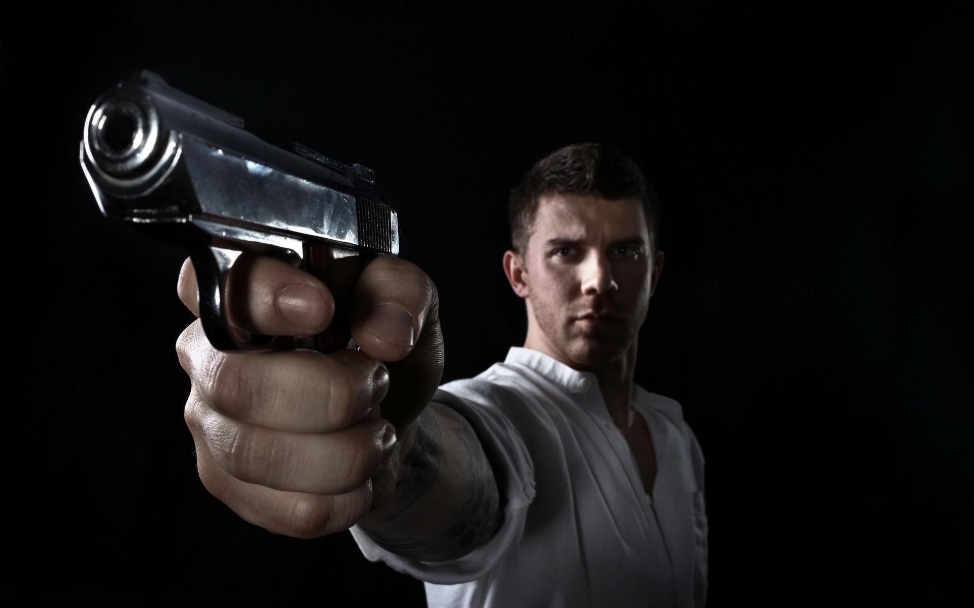 человек с револьвером картинки помощью можно создавать