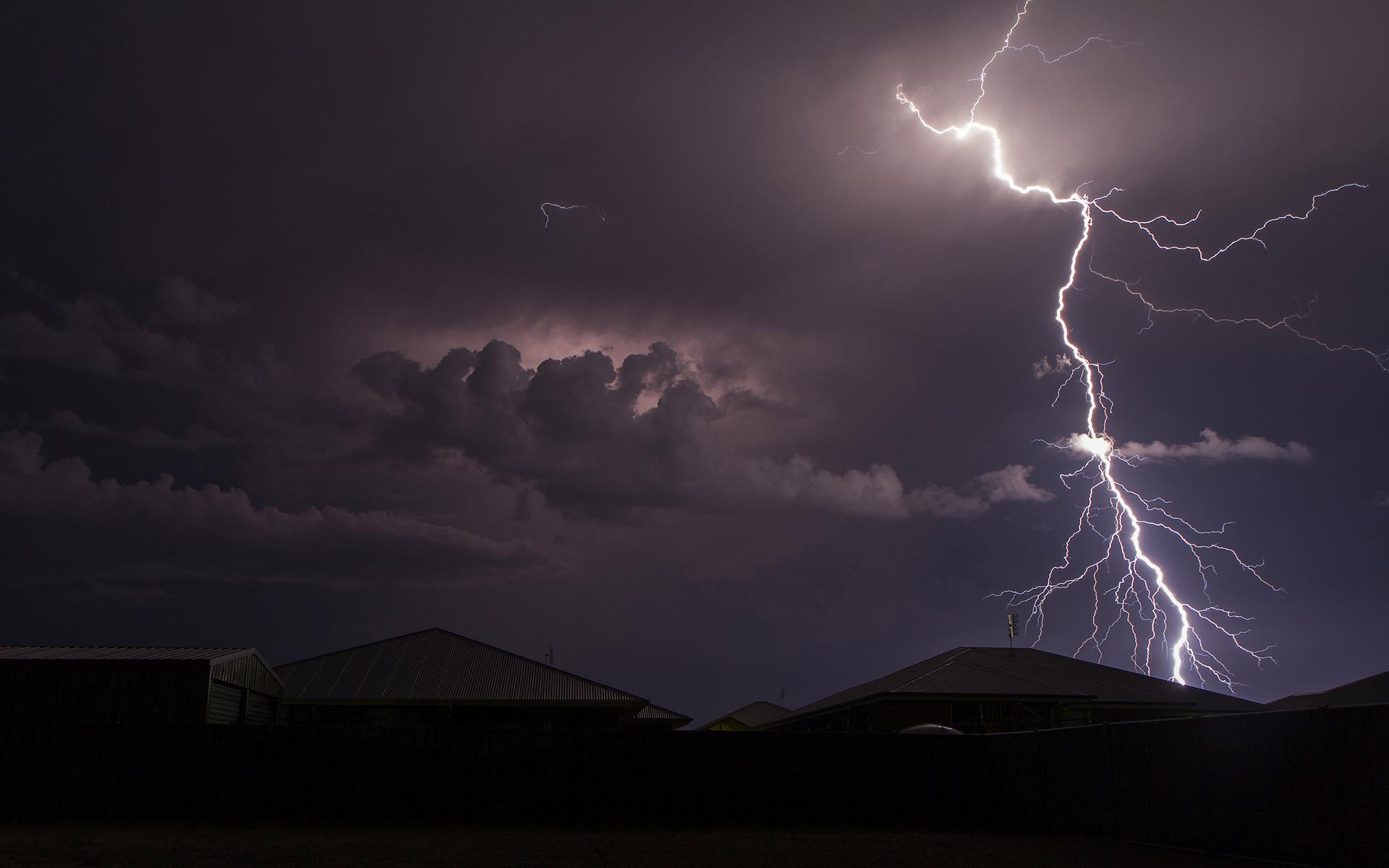 картинки молния и свет в ночи характерны скромный расход