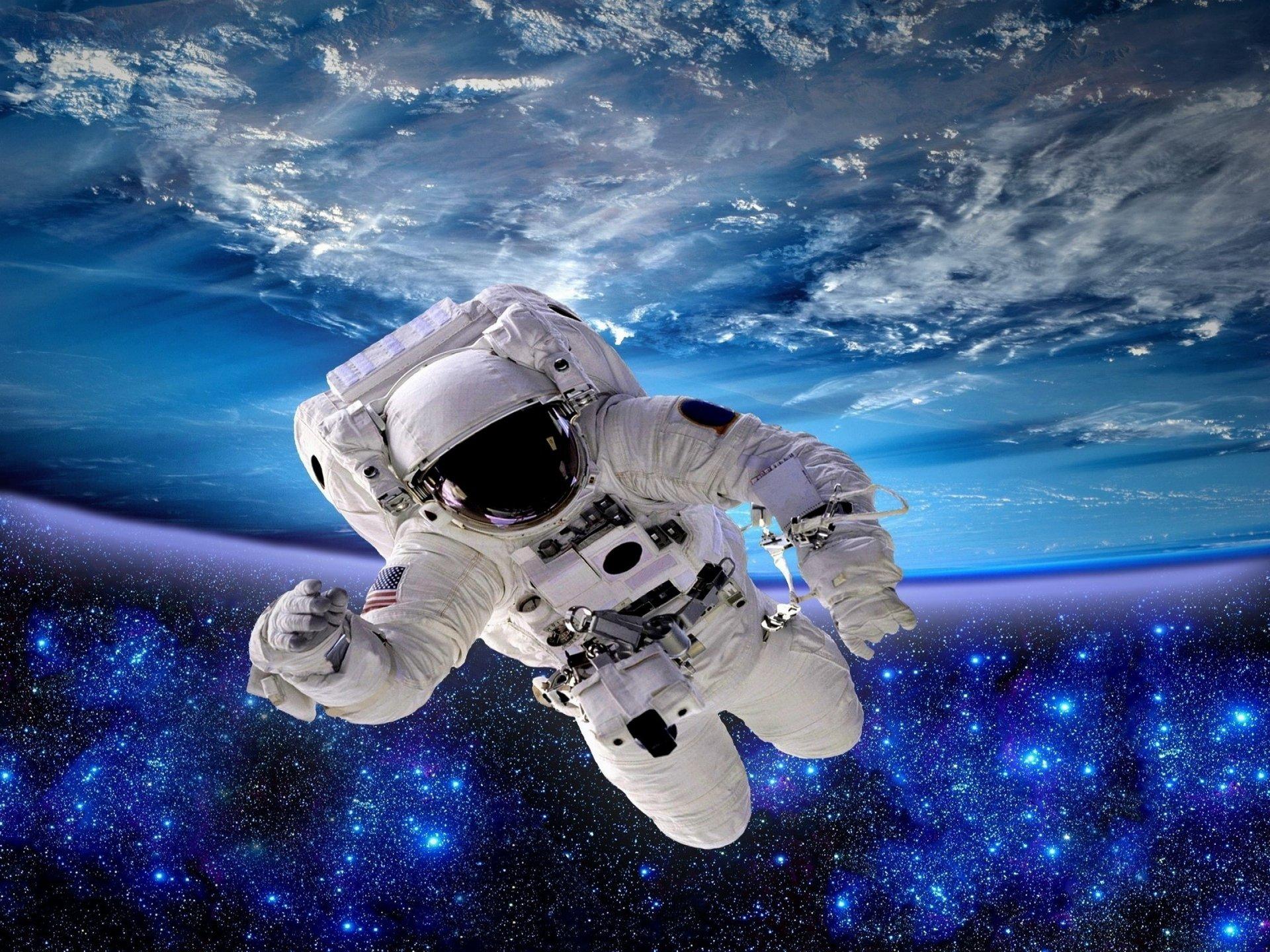 хотела, картинки космоса и планет и космонавтов только заболел
