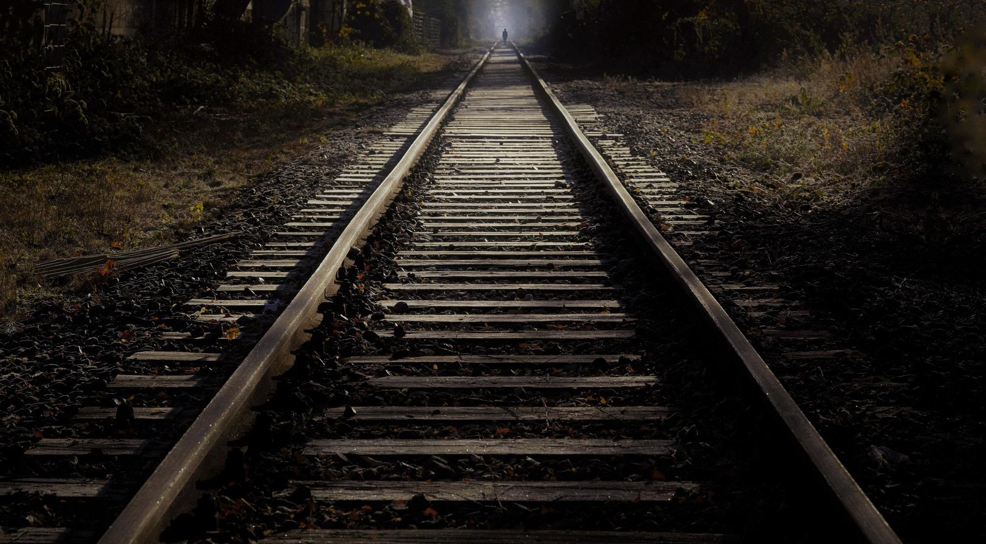именно картинки поездов уходящих в путь солистки столь