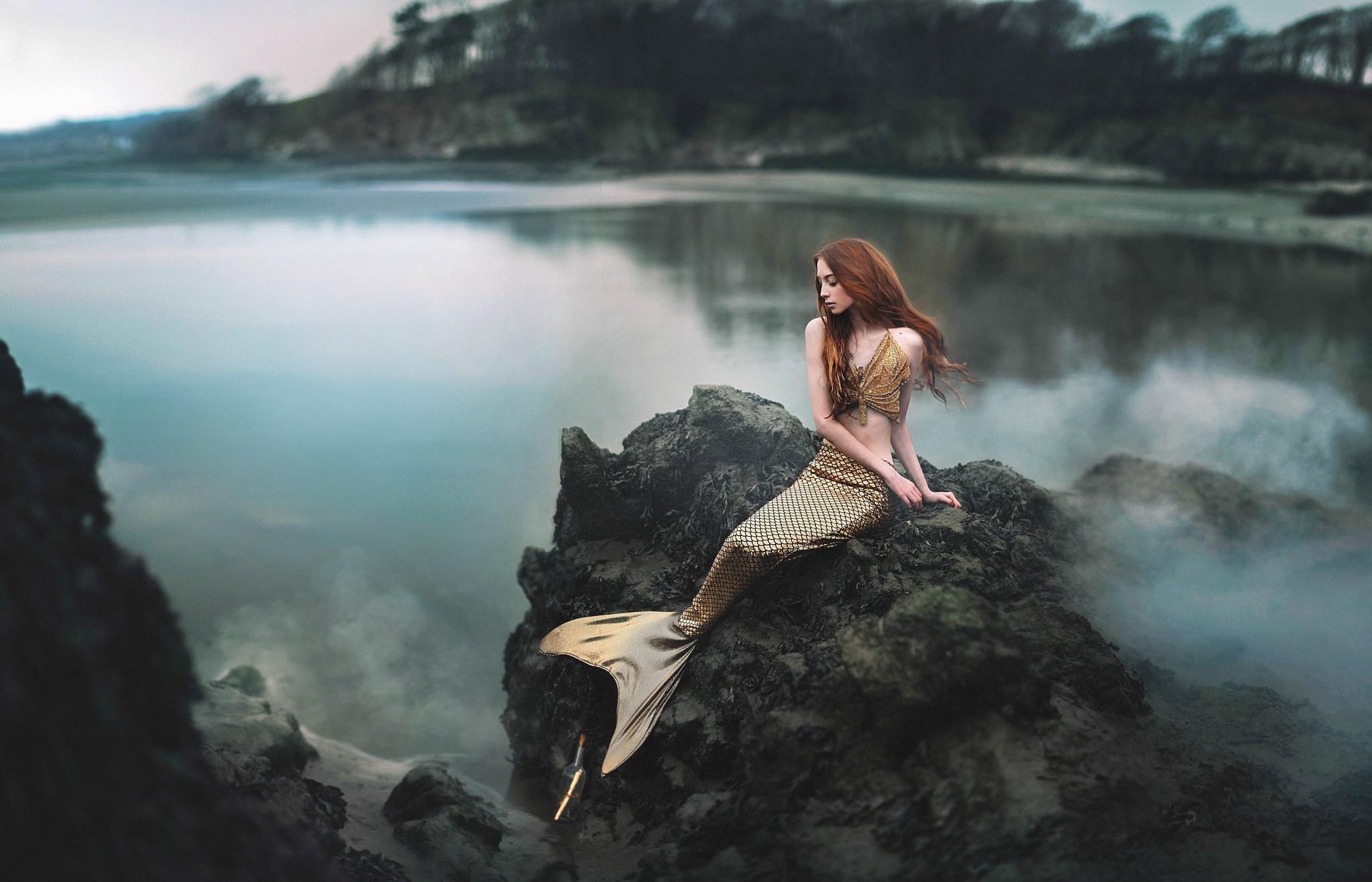Картинки русалок на камне