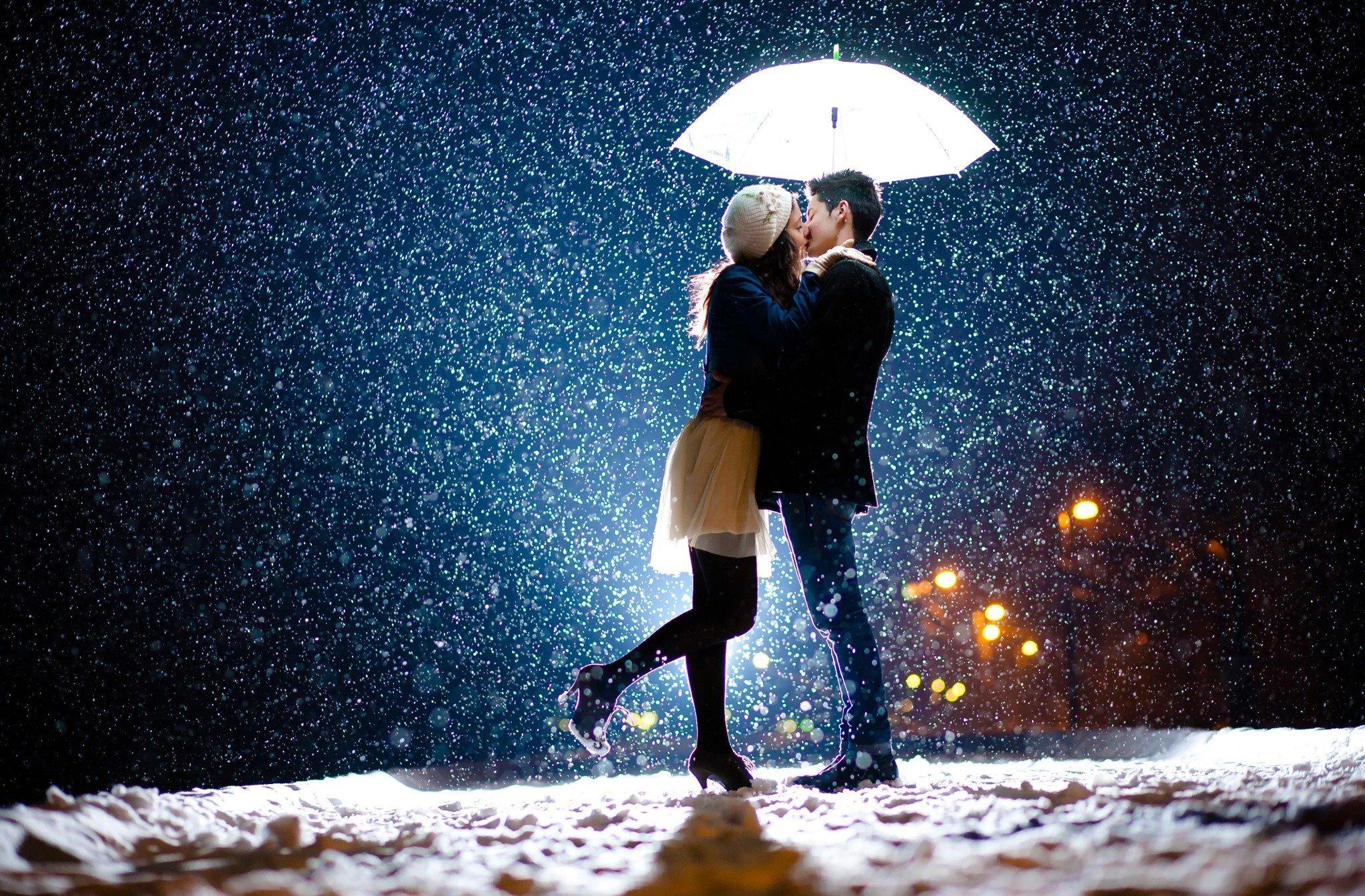 Картинки парень и девушка целуются ночь