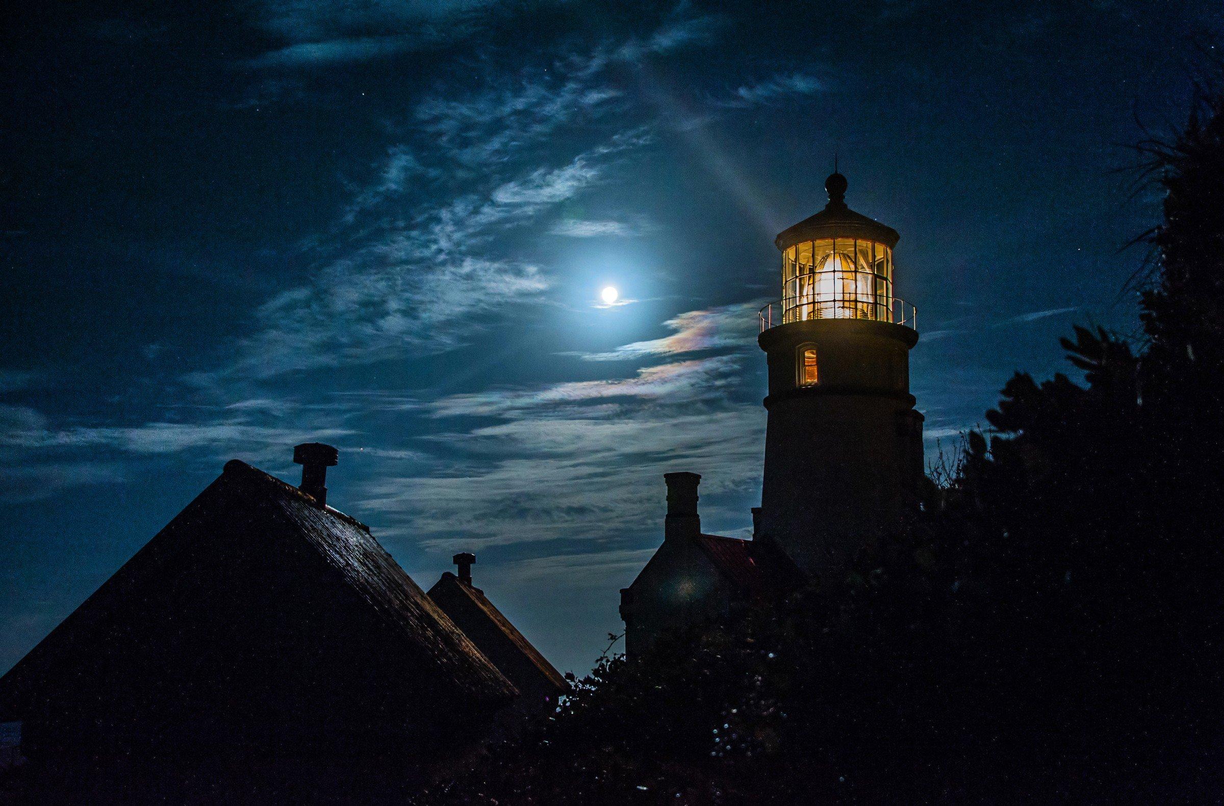 lighthouse at night - HD2400×1580
