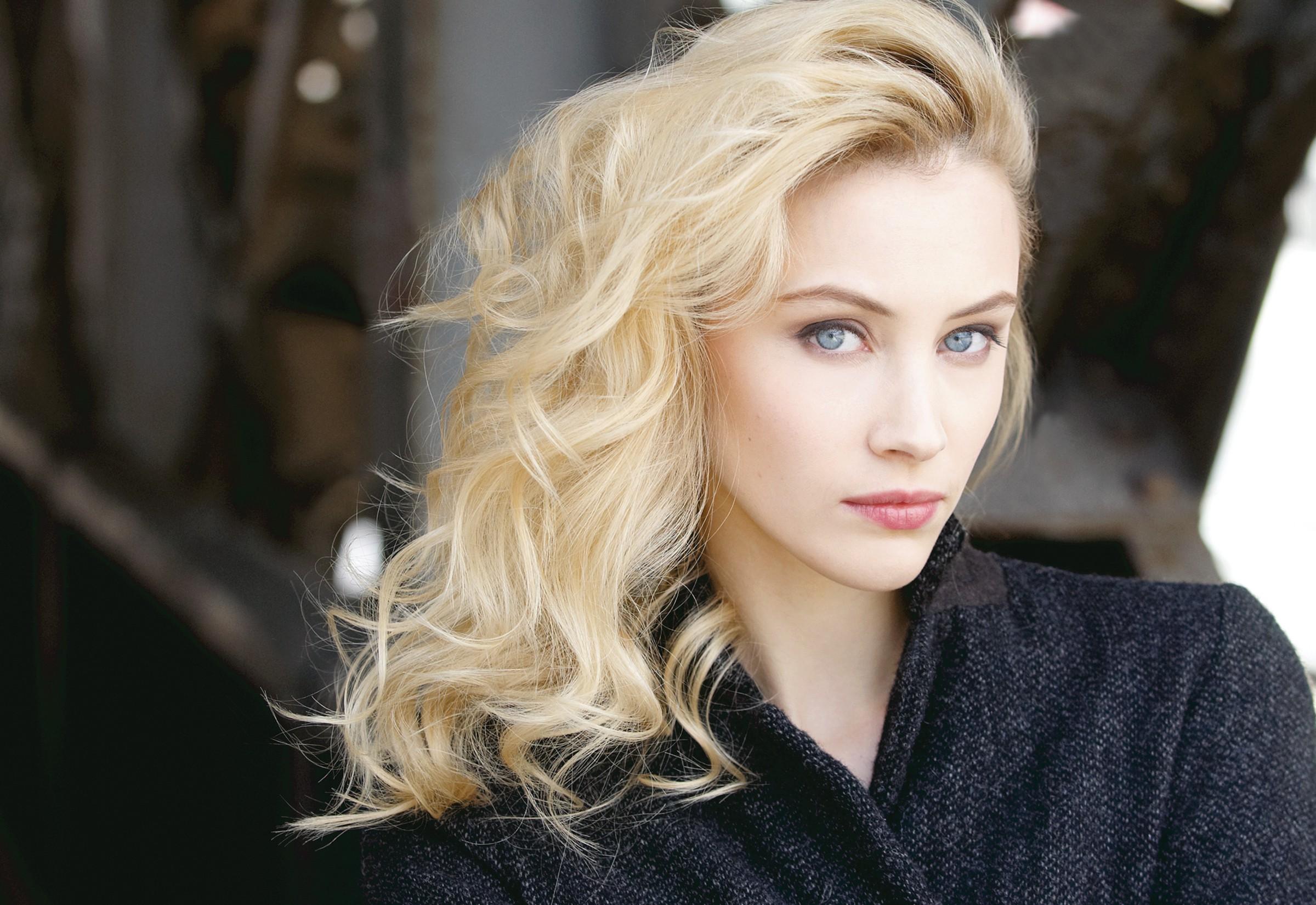 wallpaper 2400x1650 px actress blonde blue eyes