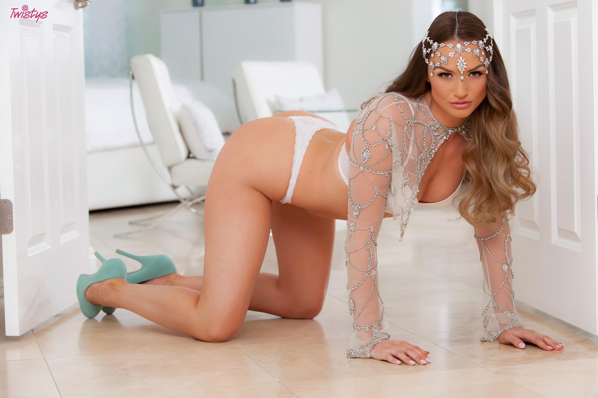 Jedinečné erotické masáže od sexy blondýnky Šárky.