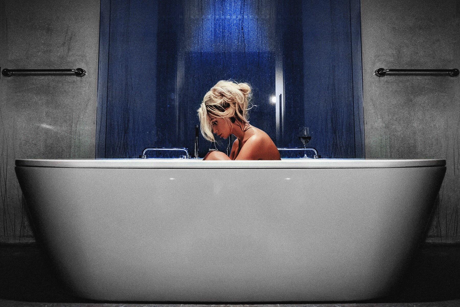 Wallpaper : Aleksey Trifonov, women, sitting, bathtub, blonde ...