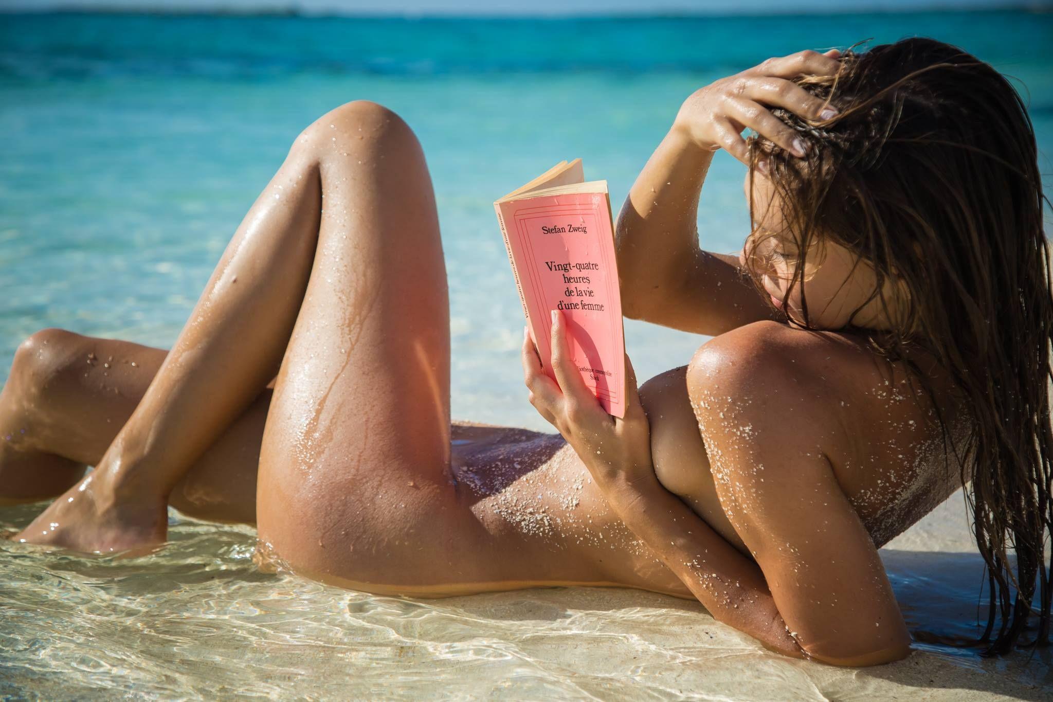 Нескромные девушки на пляже
