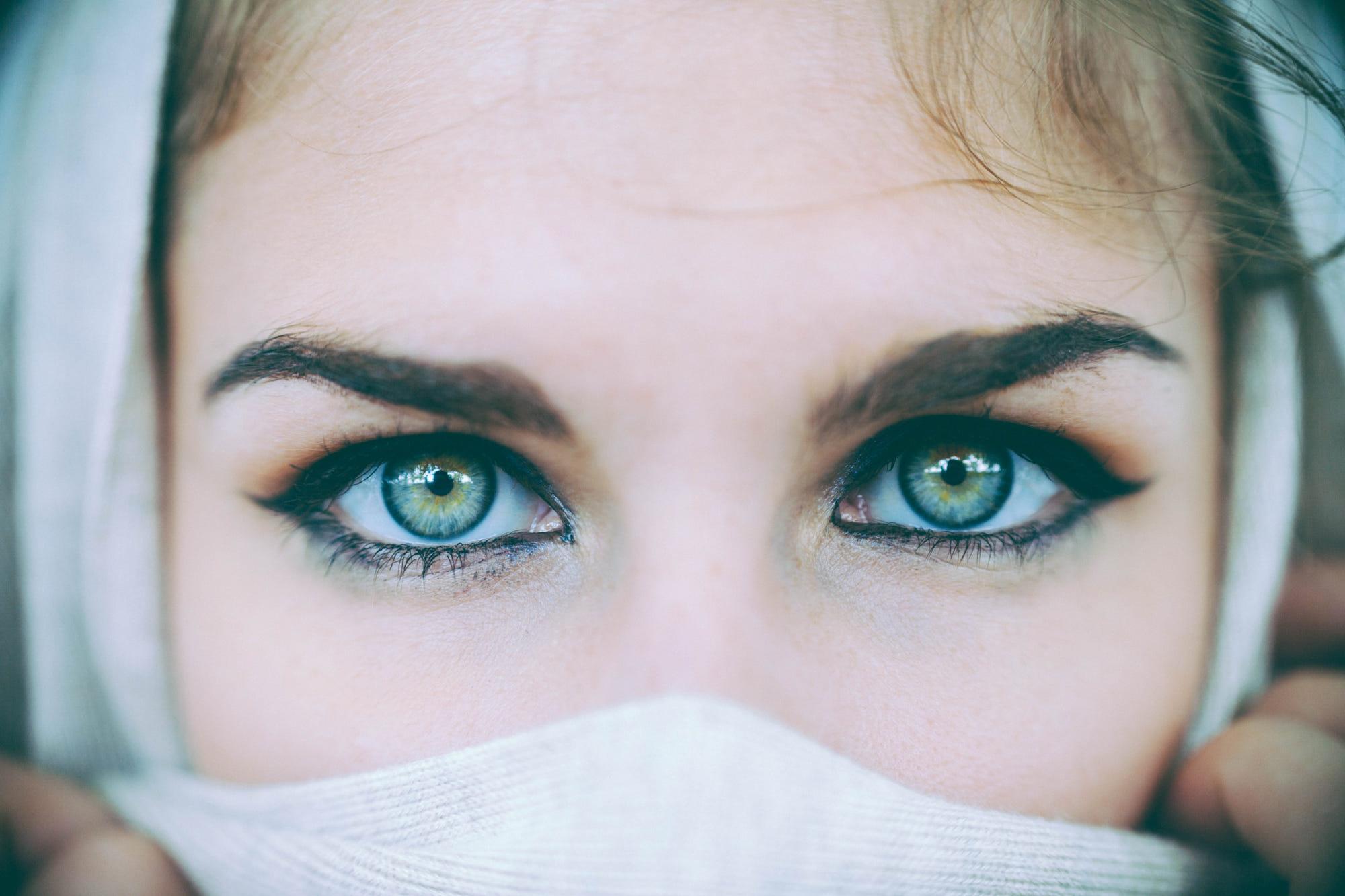 Картинка большие зеленые глаза
