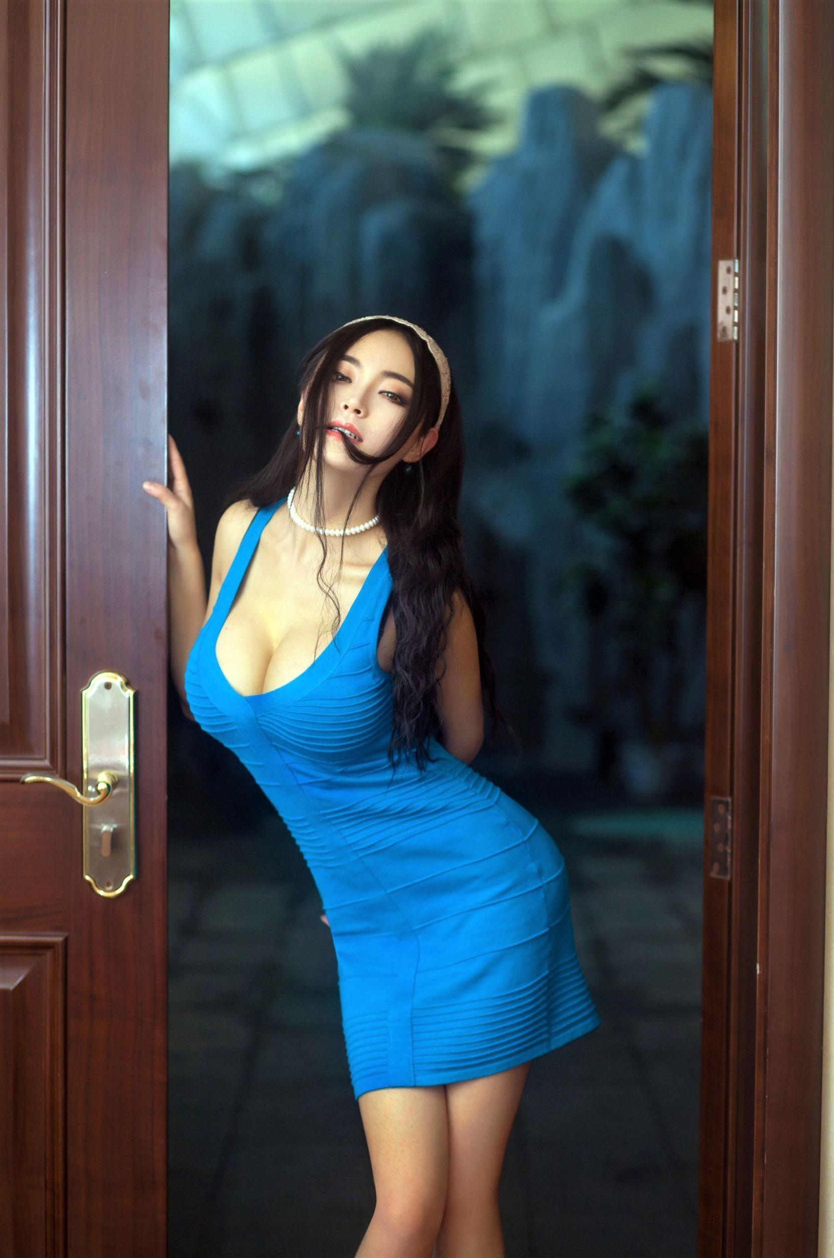 Wallpaper : Asian, big boobs, cleavage, curvy, hairband