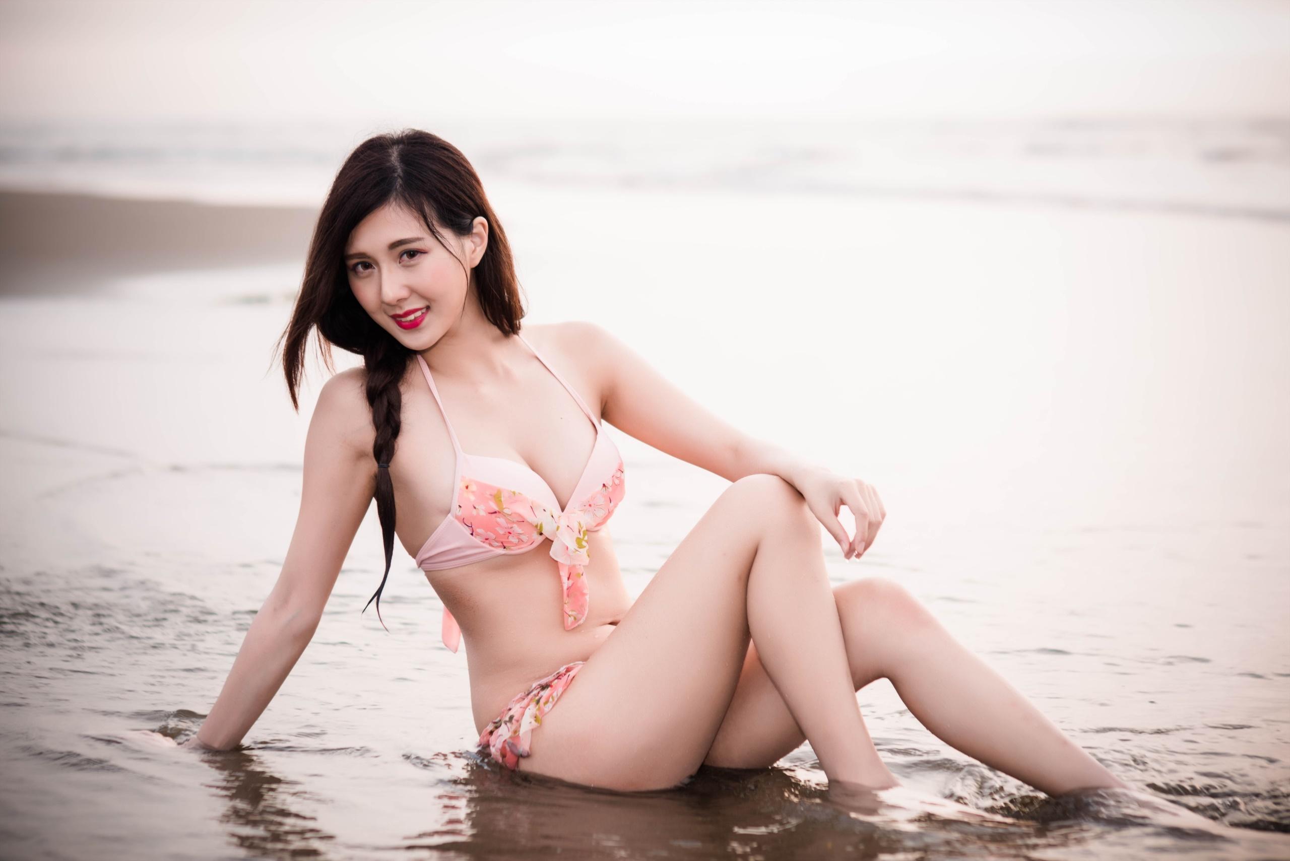 Japanese bikini girl wallpaper