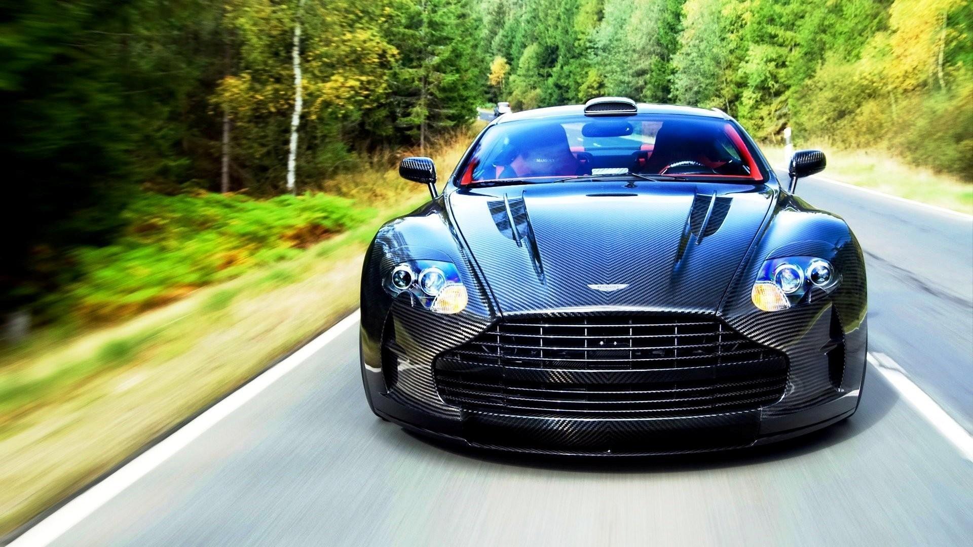 Wallpaper Aston Martin Vanquish 2015 Front View Movement