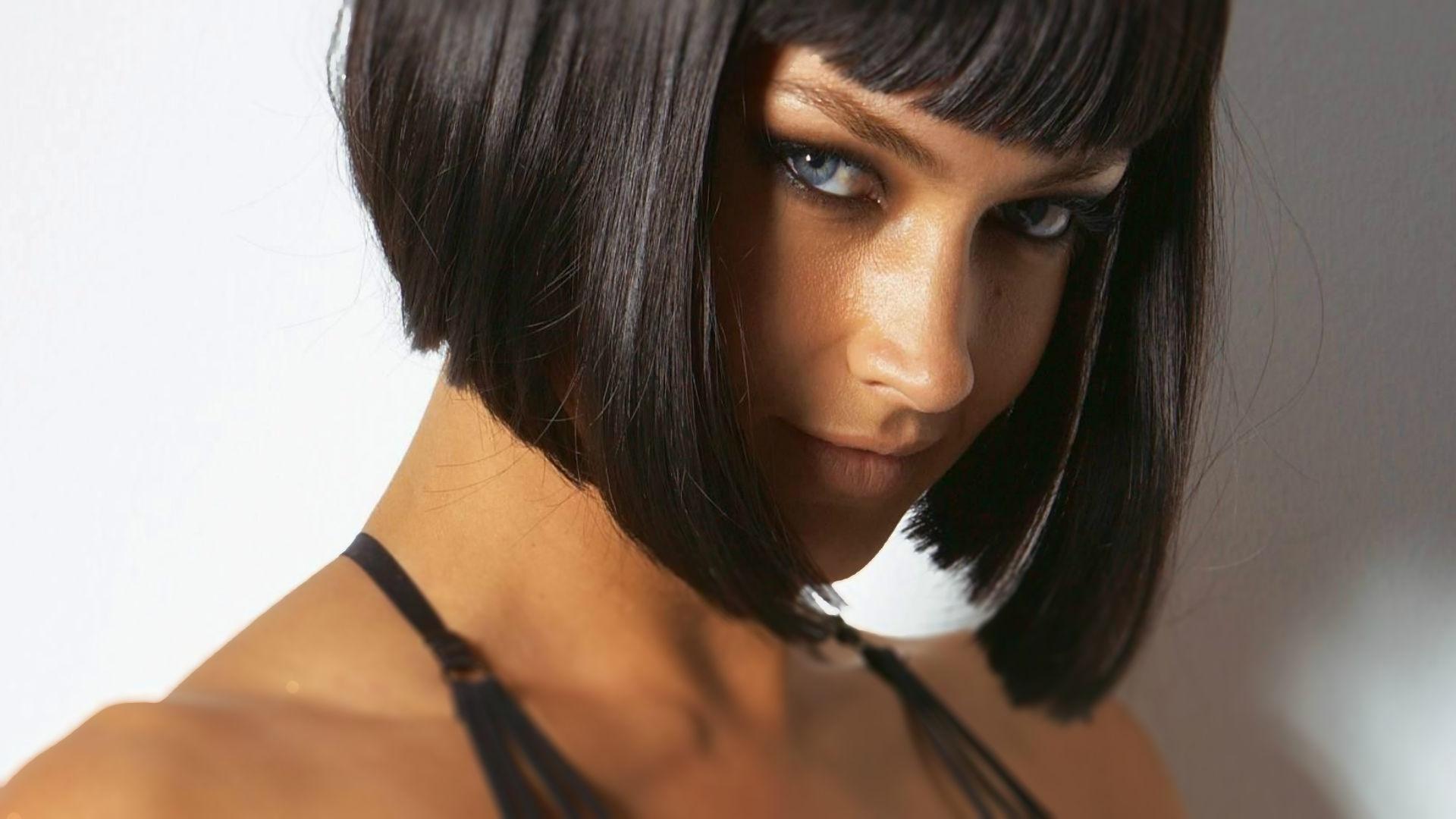 Фото девушки с каре брюнетки на аву в