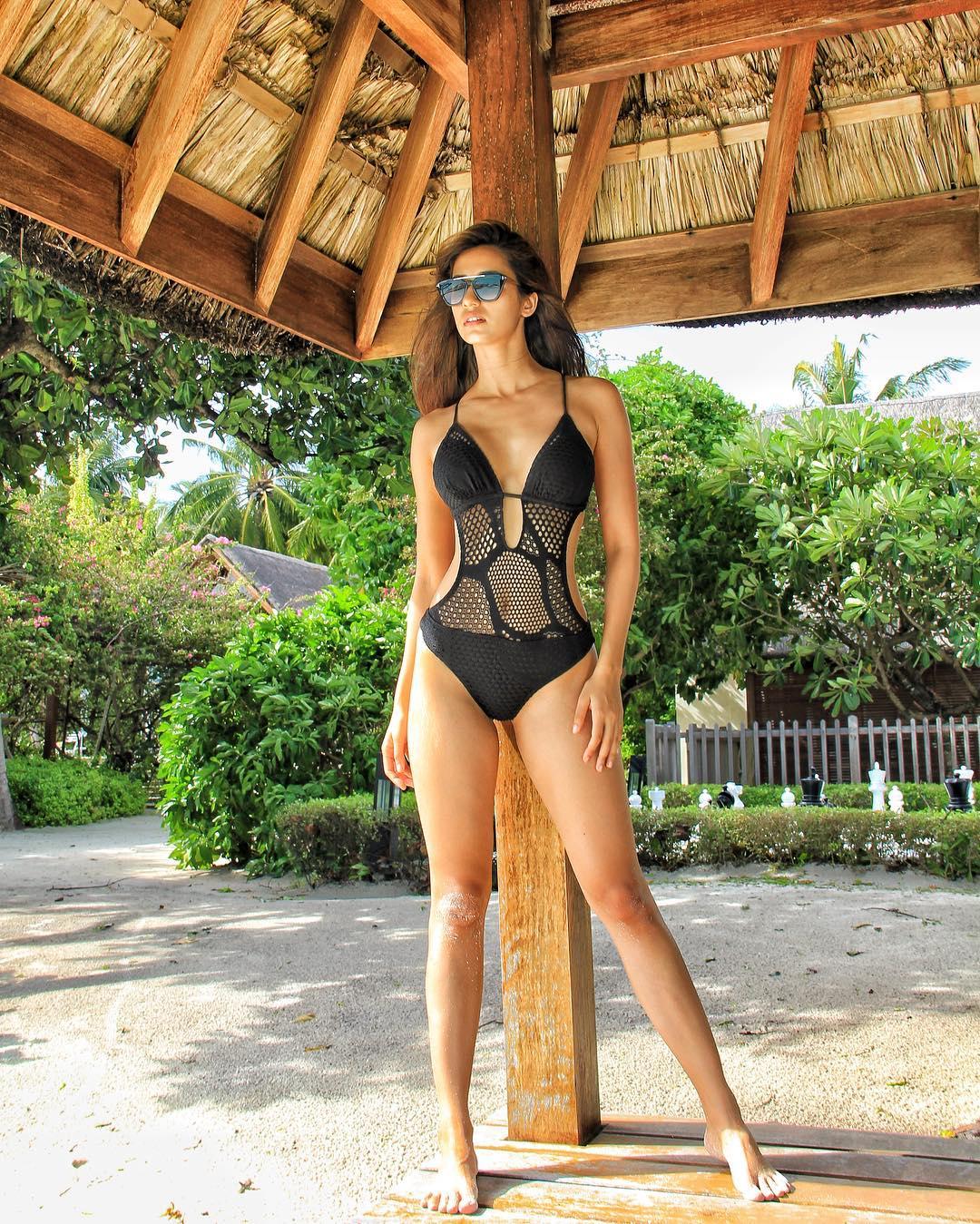 Wallpaper  Disha Patani, Bikini, Beach, Hut 1080X1349