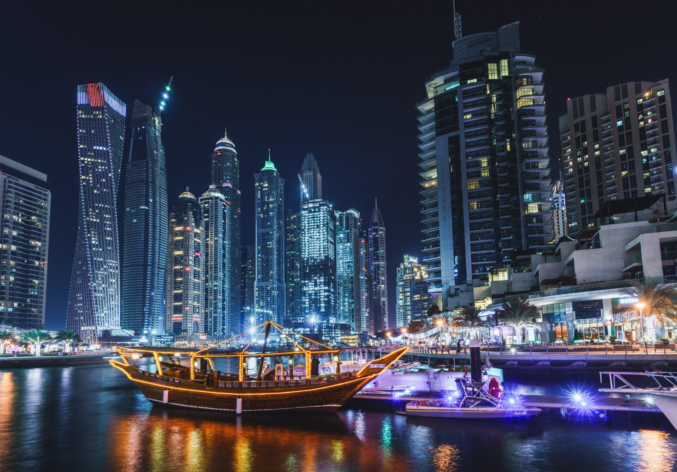 Papel De Parede Dubai Paisagem Urbana Noite Barco
