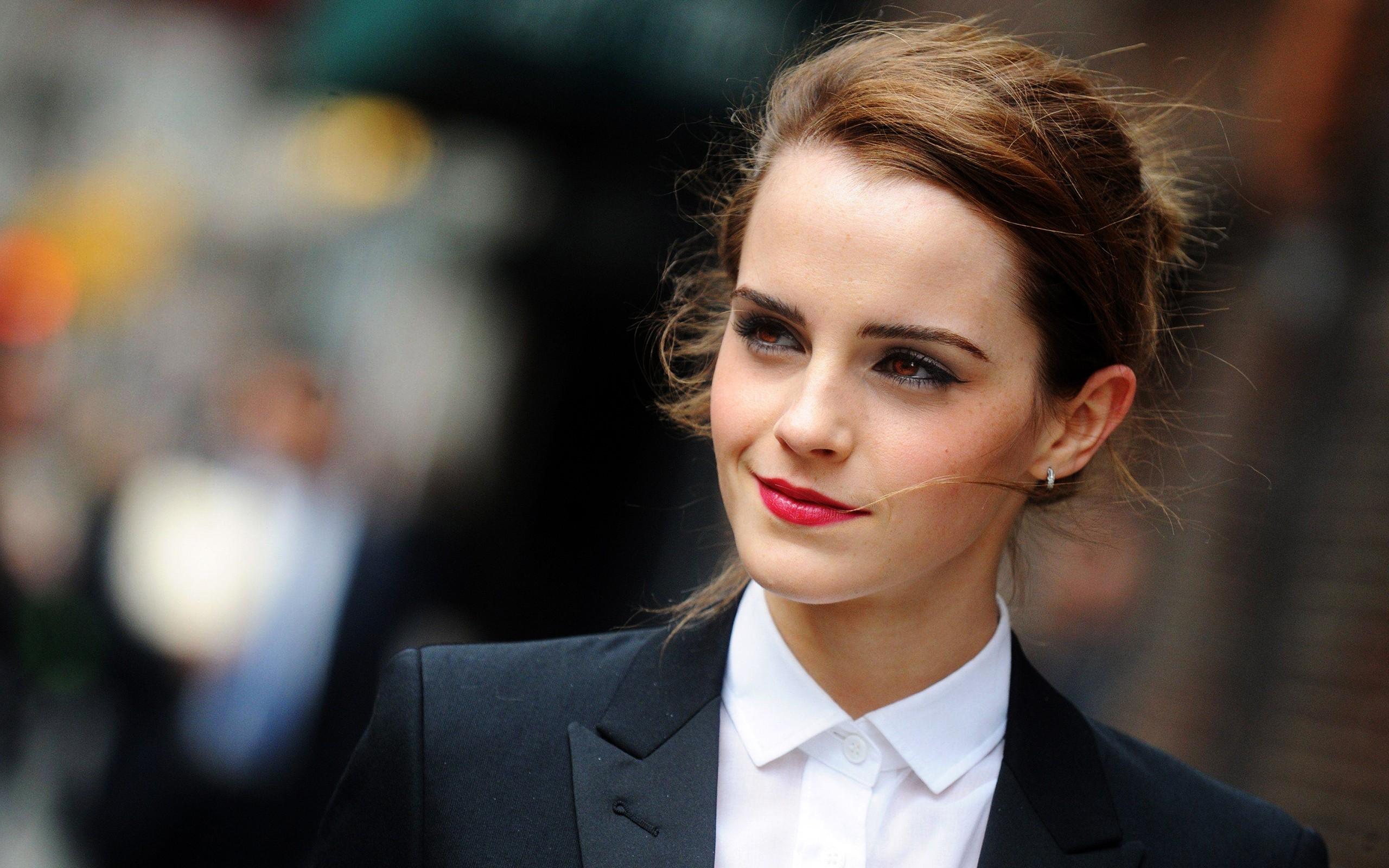 Emma Watson actress smile face make up