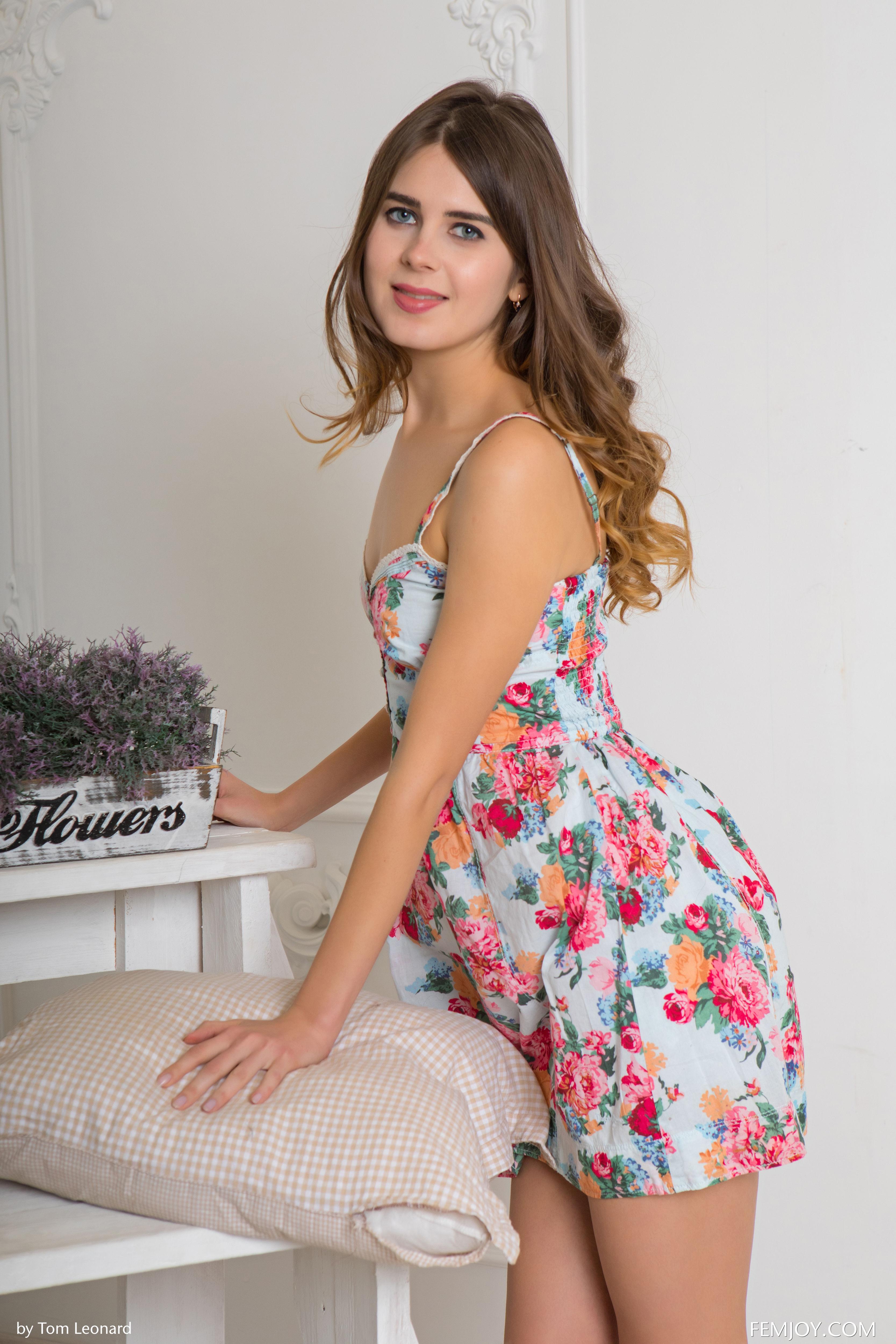 Femjoy Magazine Brunette Women Room Plants Luna Moonie