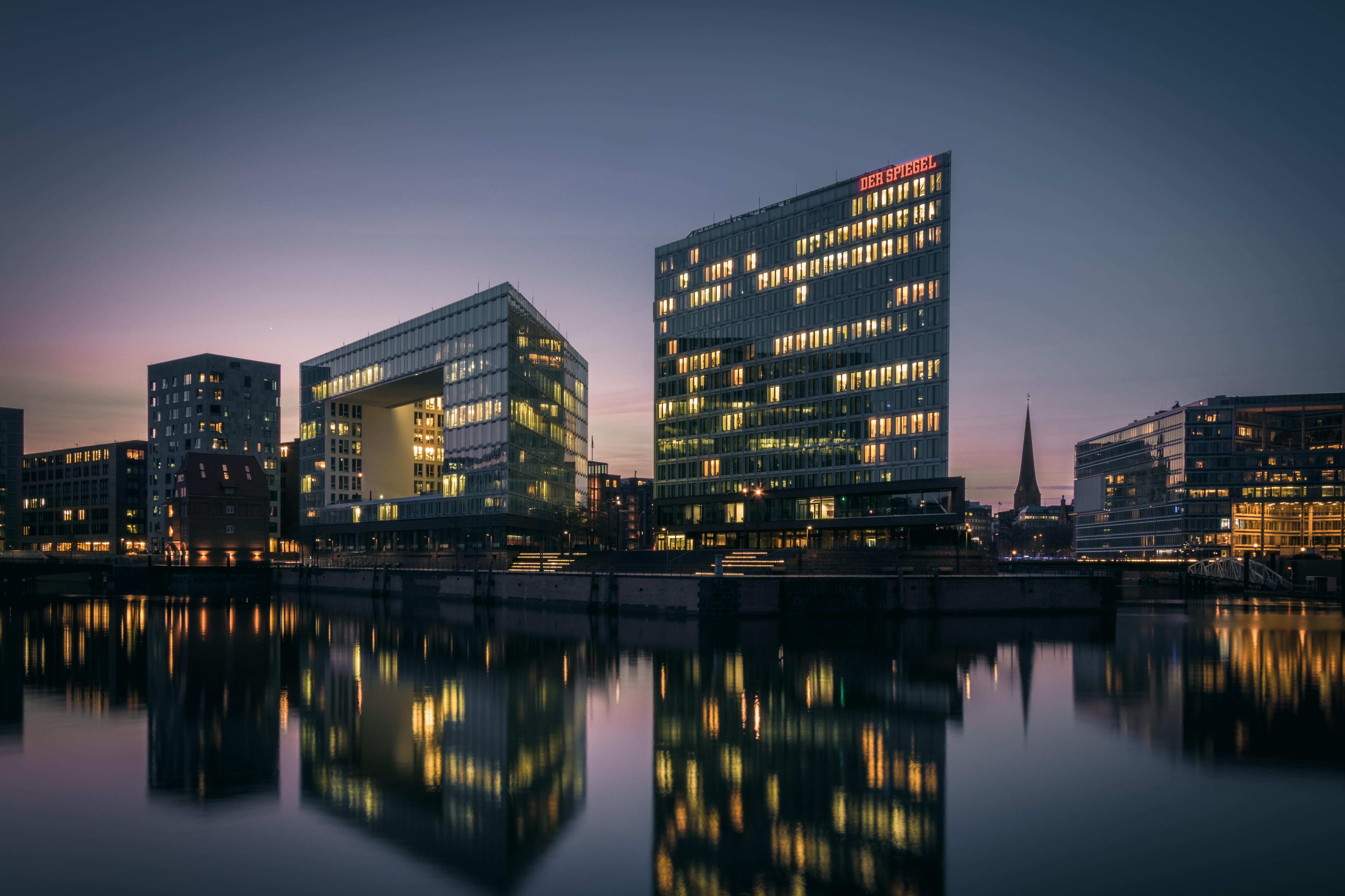 Spiegel hamburg hamburg spiegel abends licht spiegelung for Hamburg spiegel