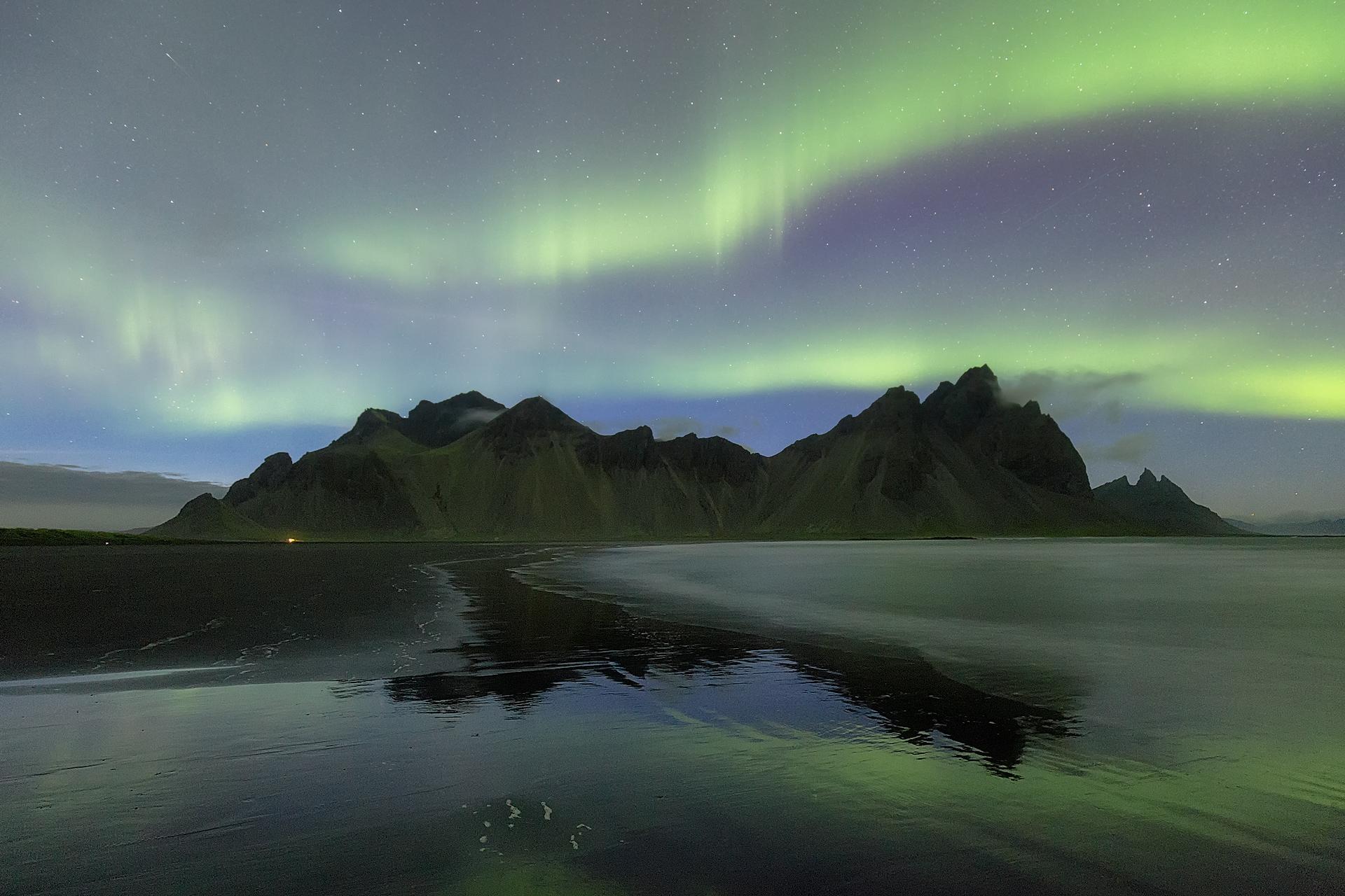 Sfondi islanda aurora boreale vestrahorn stokksnes for Sfondi aurora boreale