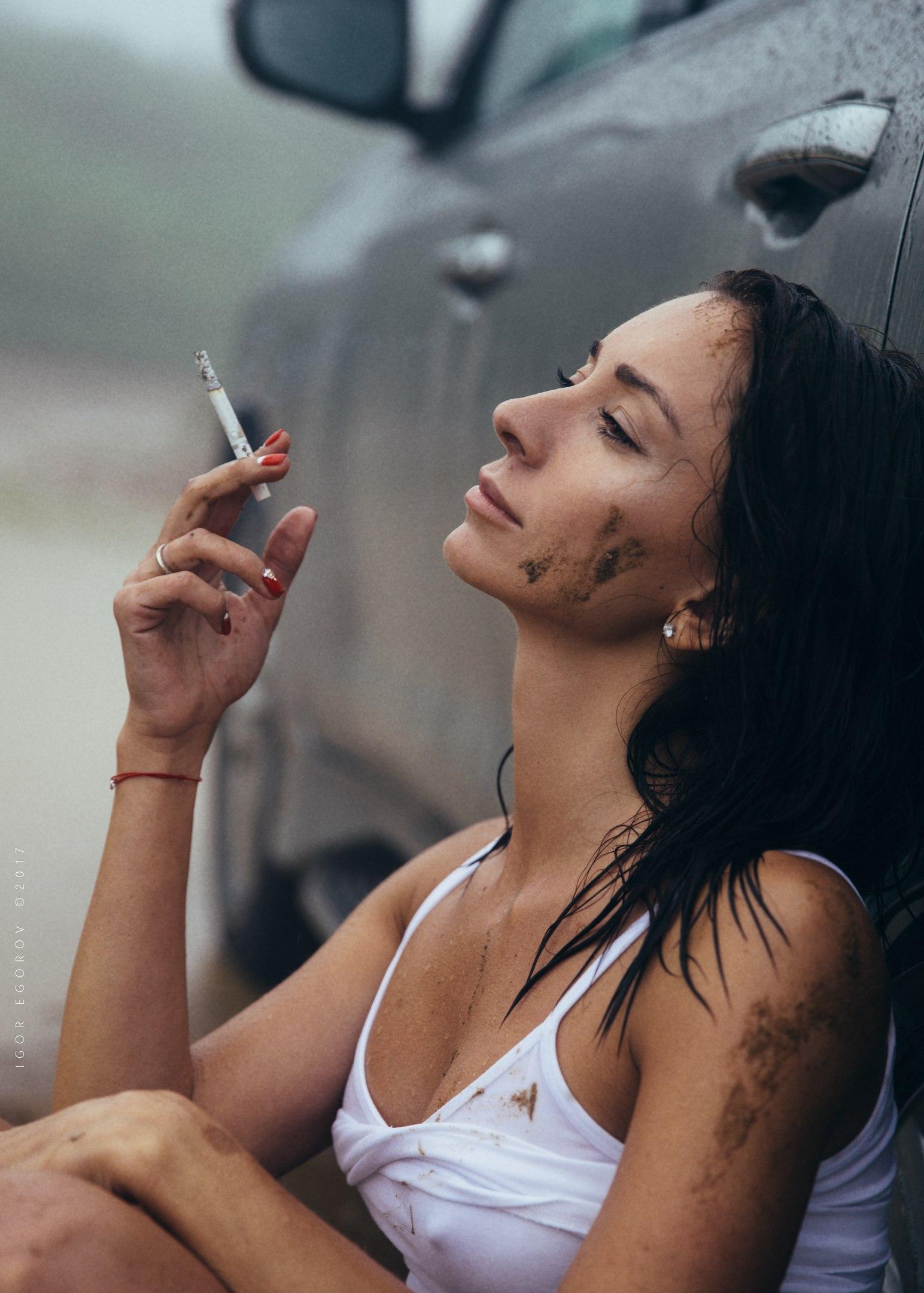 Фильмы женщины видео курящие девушки фотомодели