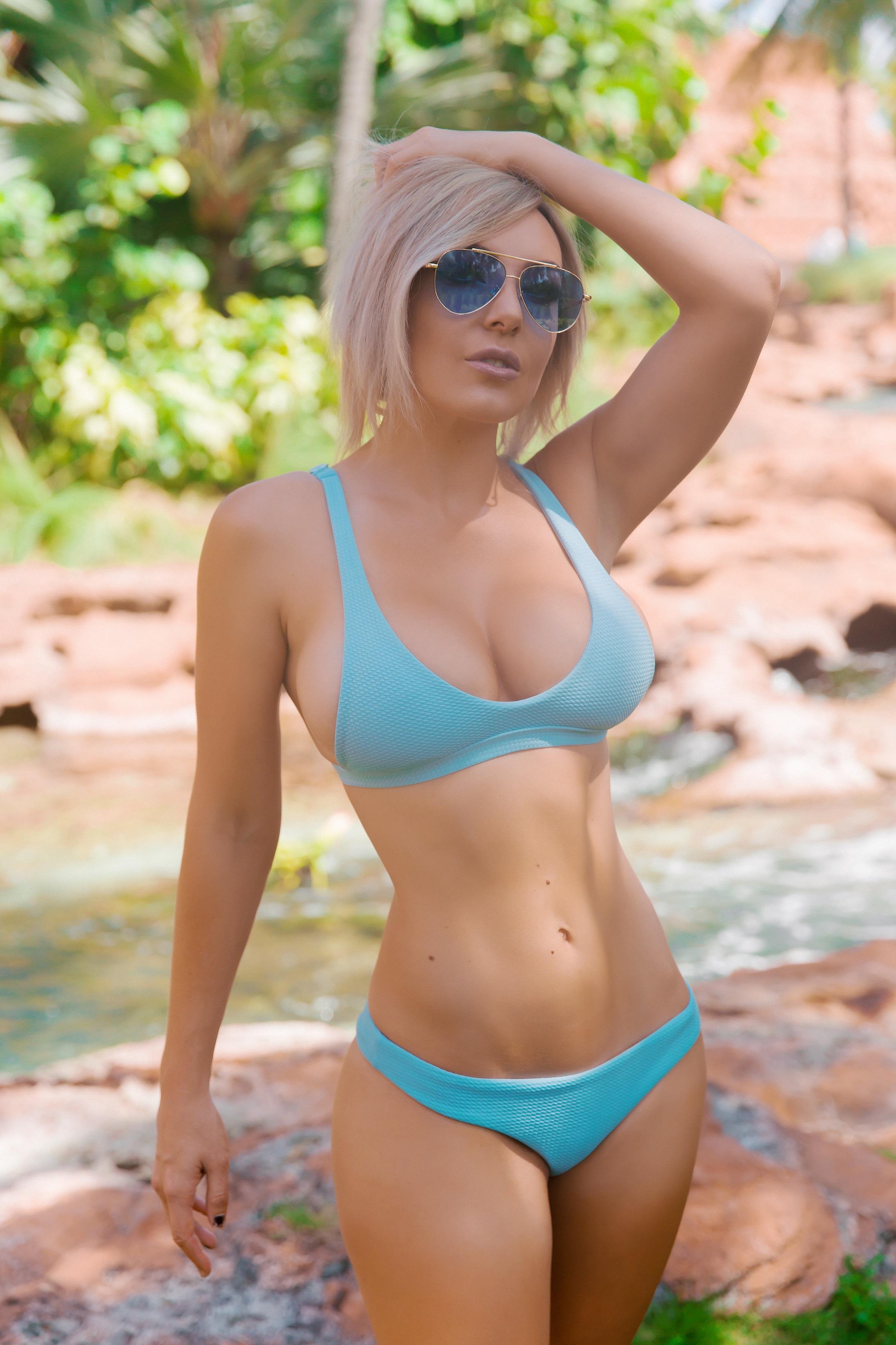 Nigri bikini jessica Jessica Nigri