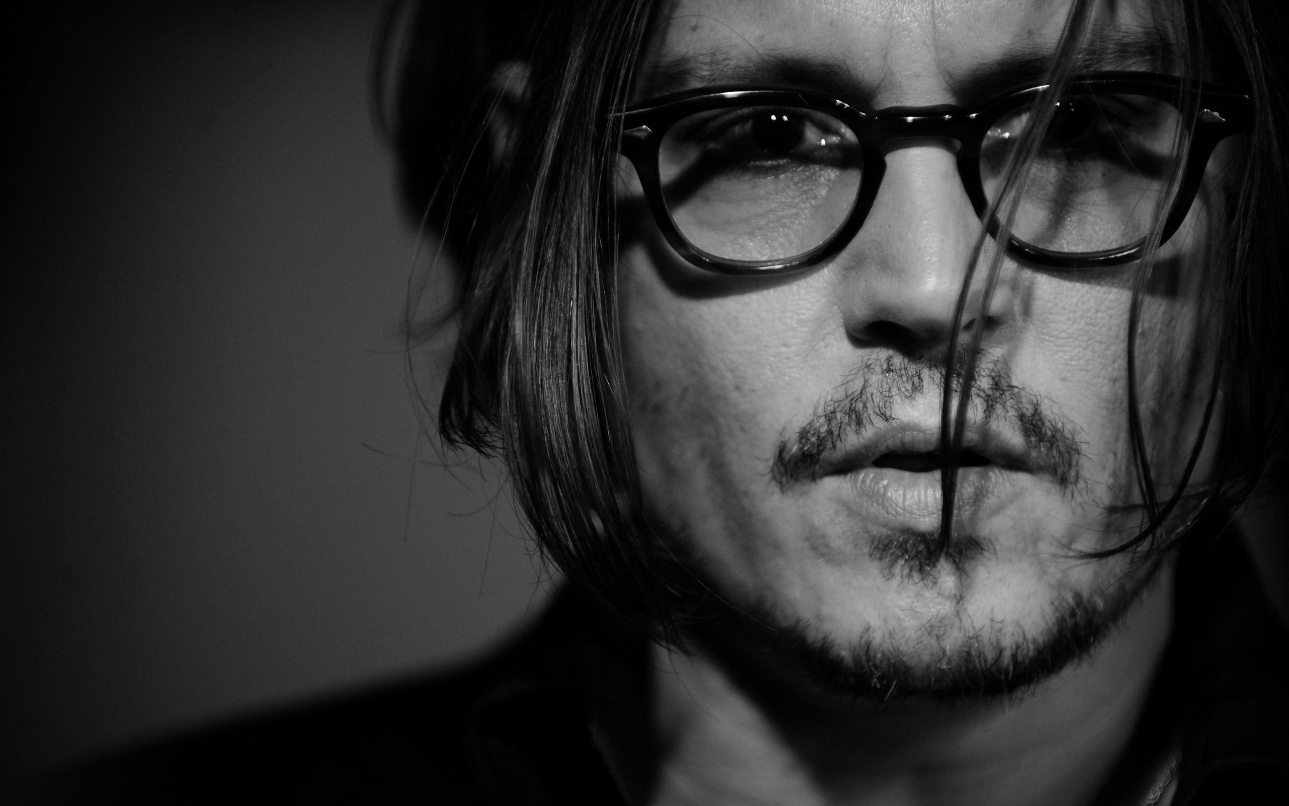 188d4b92cbab Johnny Depp skuespiller ansigt briller skæg sort hvid