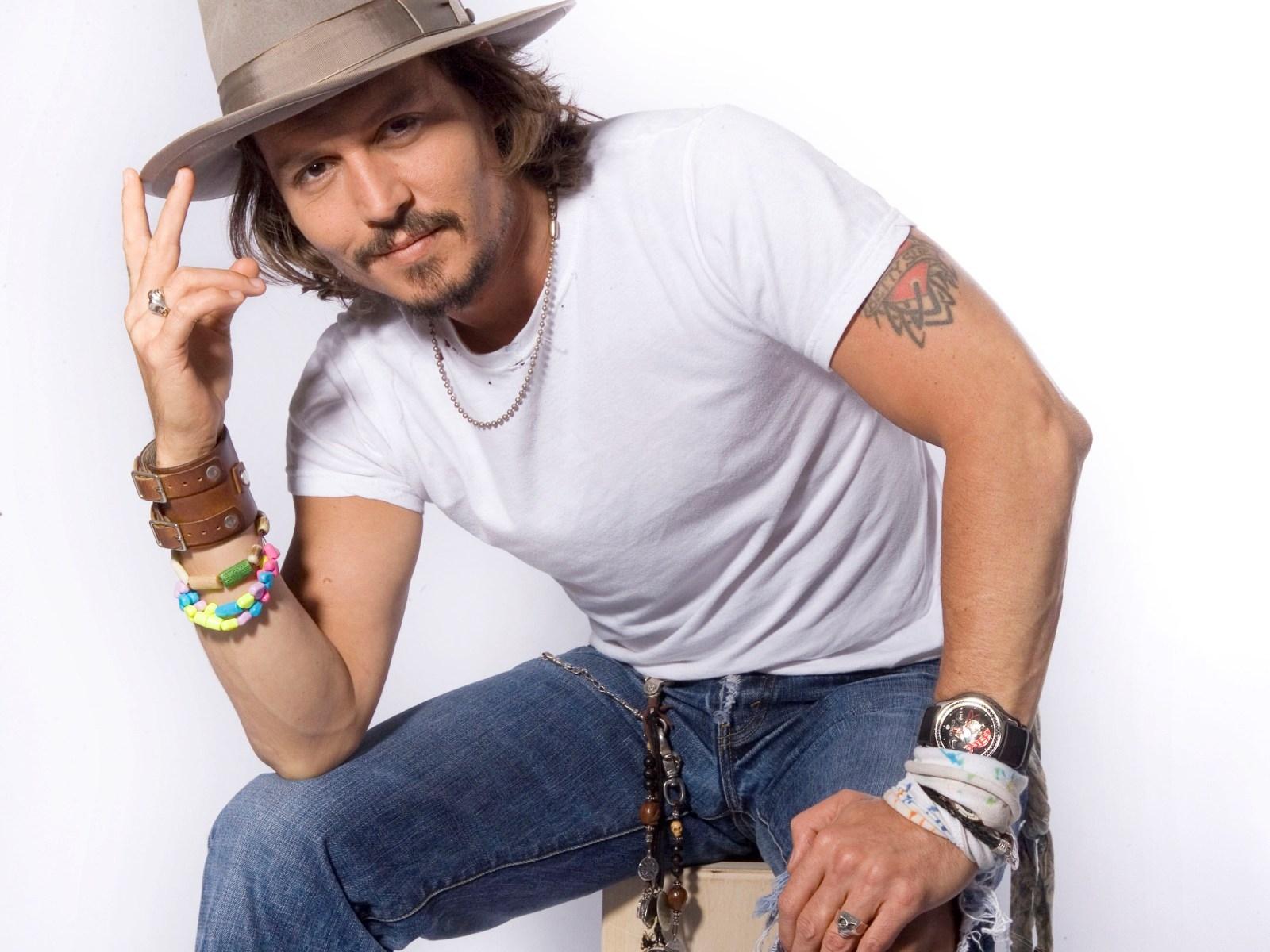 96769769943d Johnny Depp hat T-shirt armbånd ure