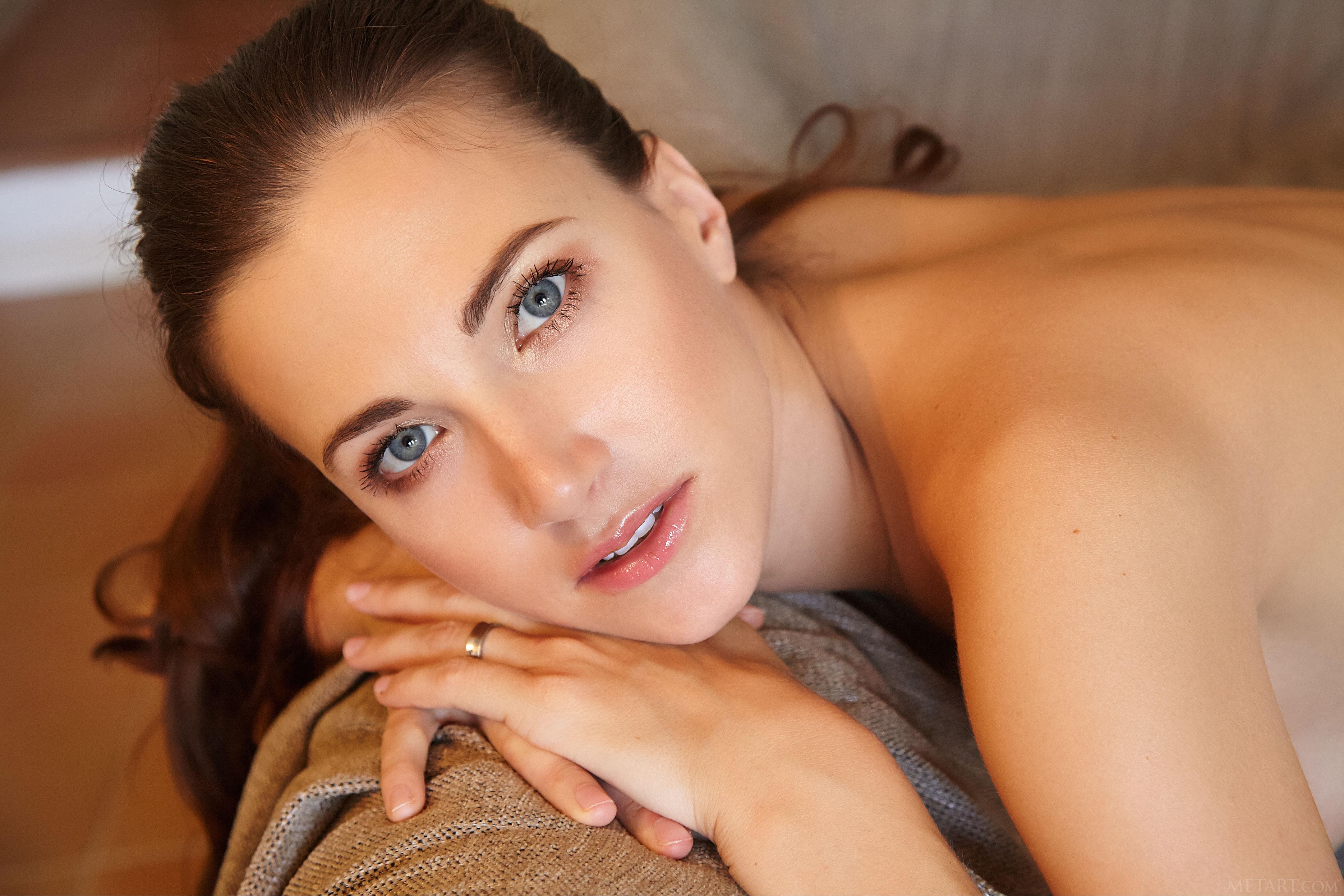 METART Lauren Crist women brunette Met Art room couch