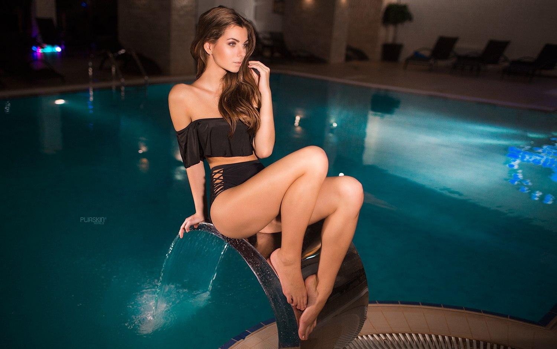 Красивые дамы в бассейне, порно видео елена полина