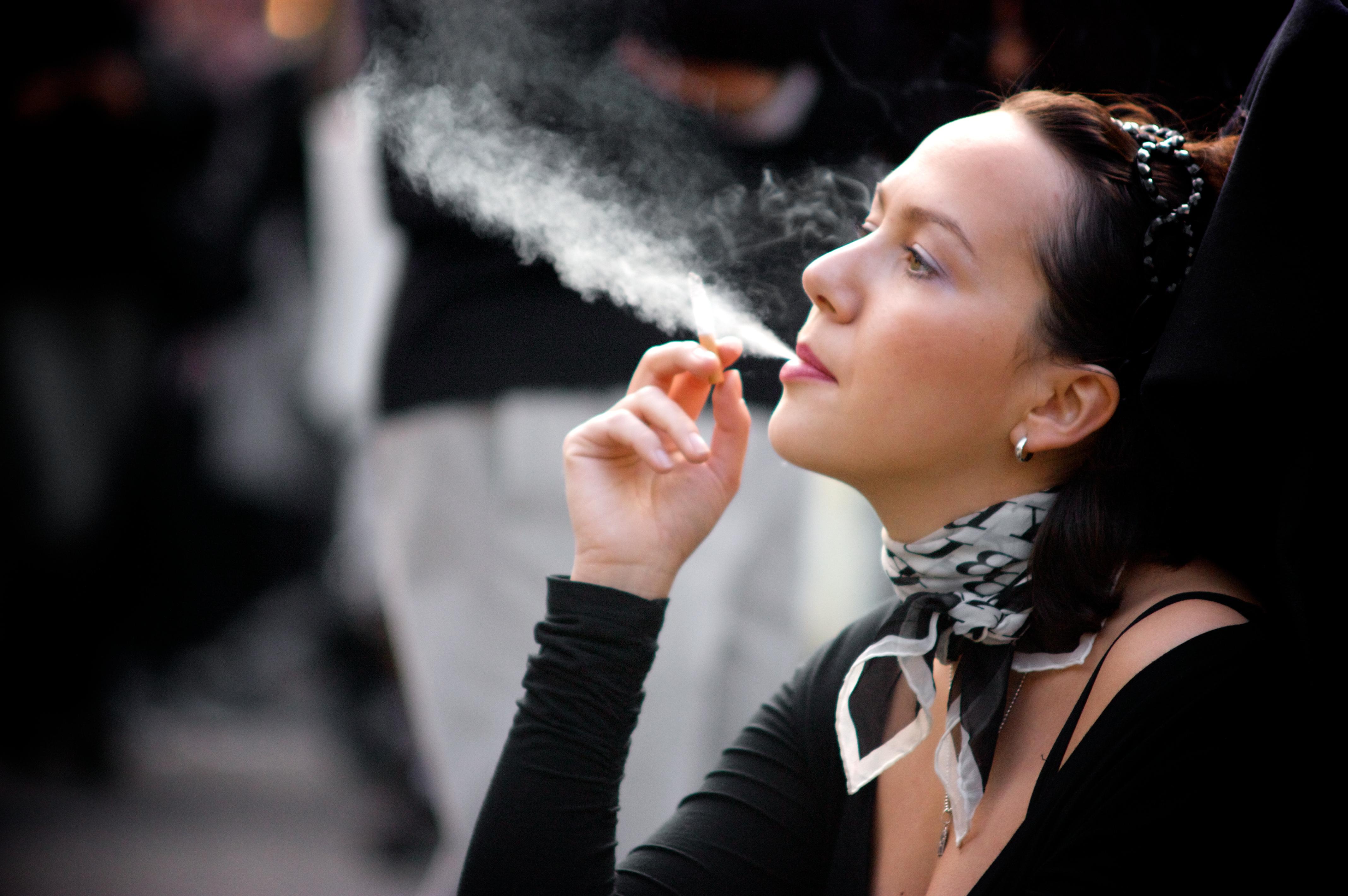 Курящие девушки фото картинки