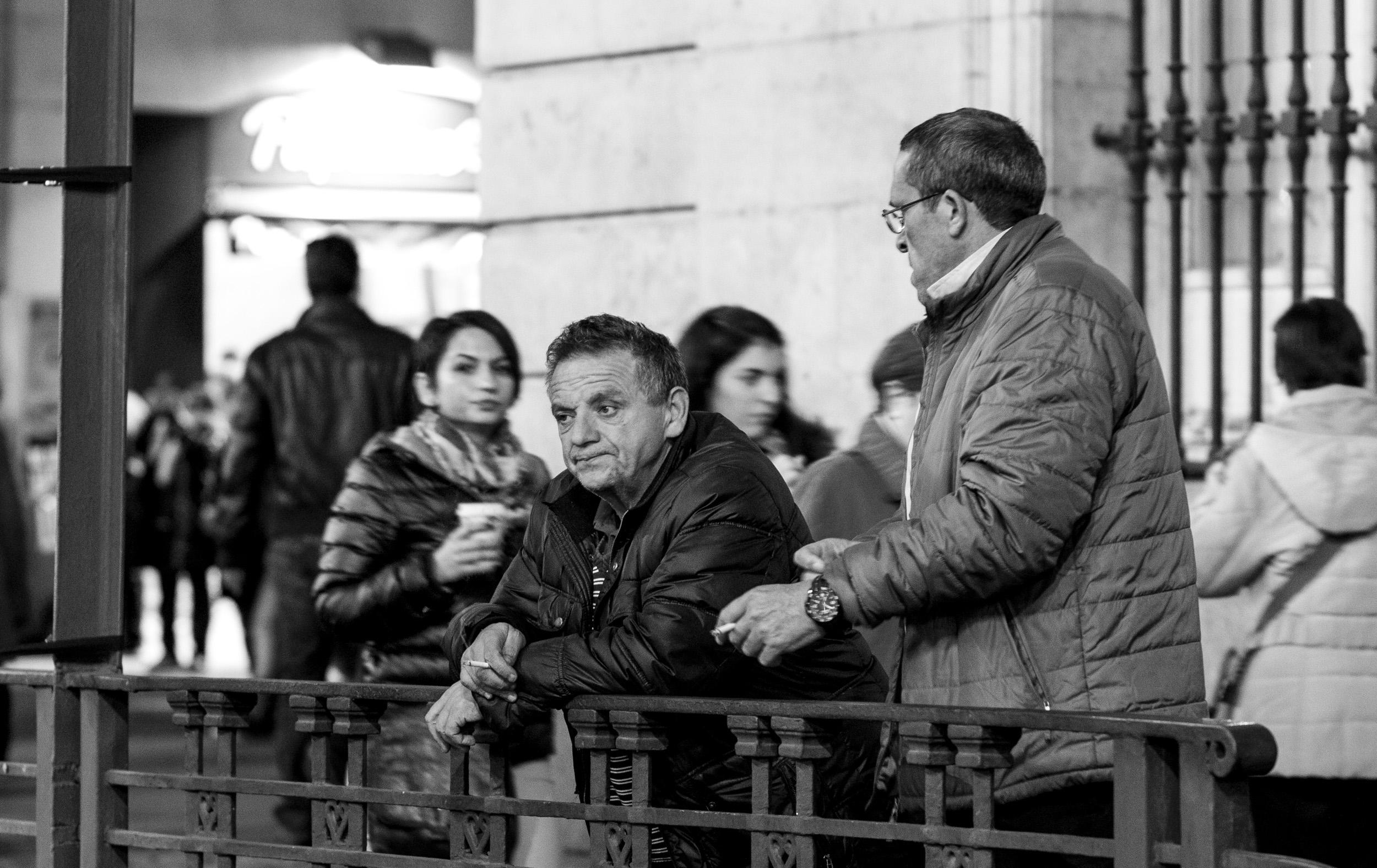Фотообои «Переполненном городе люди фона - черный и белый тон ... | 1578x2500