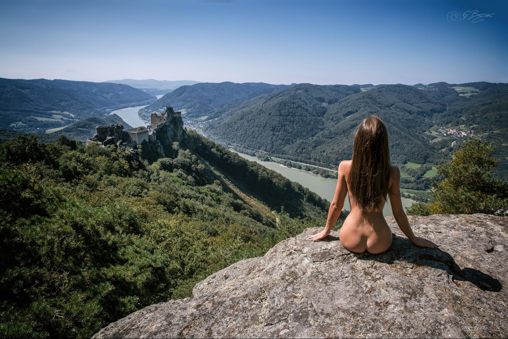 секс абсолютно голая в горах сейчас дома, потому