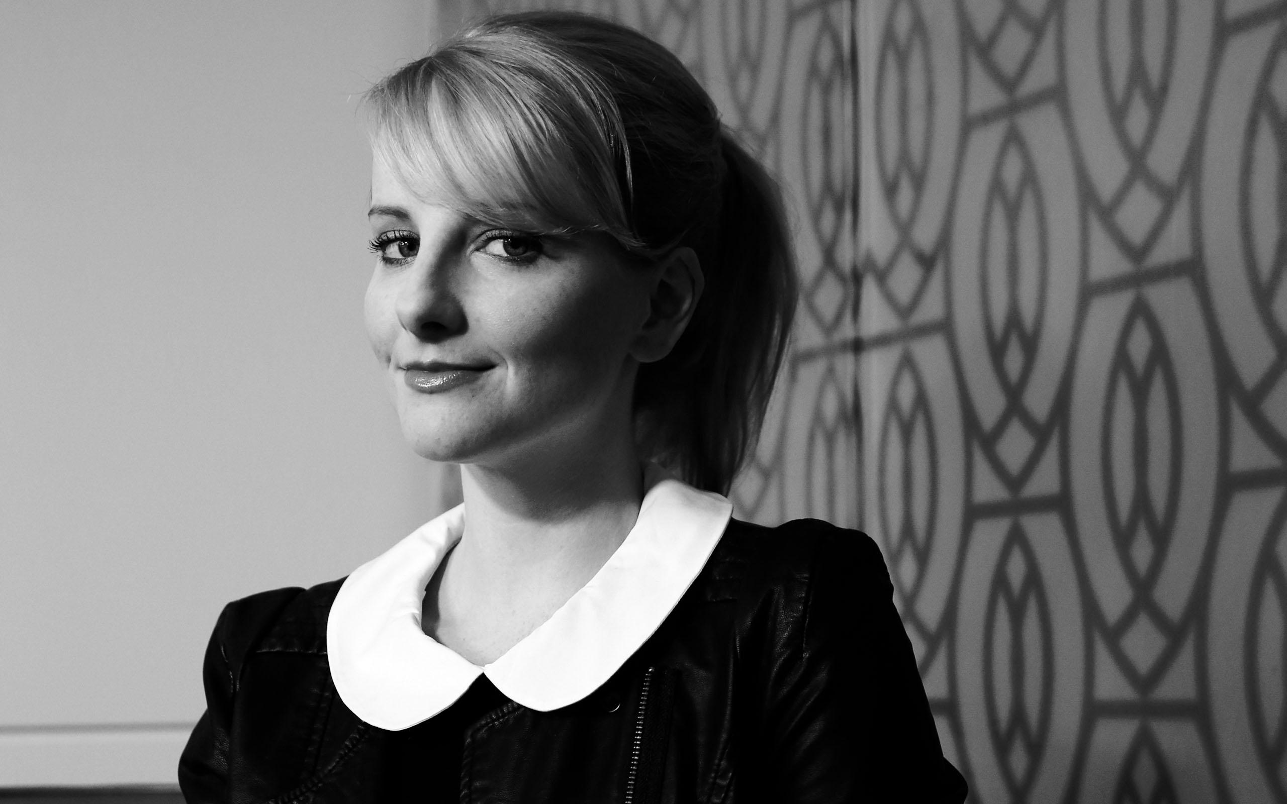 Wallpaper Melissa Rauch Blonde Monochrome Actress 2560x1600