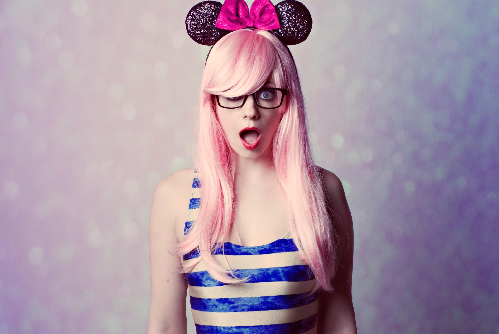 Hintergrundbilder Mickey Maus Frau Modell Frauen Mit Brille