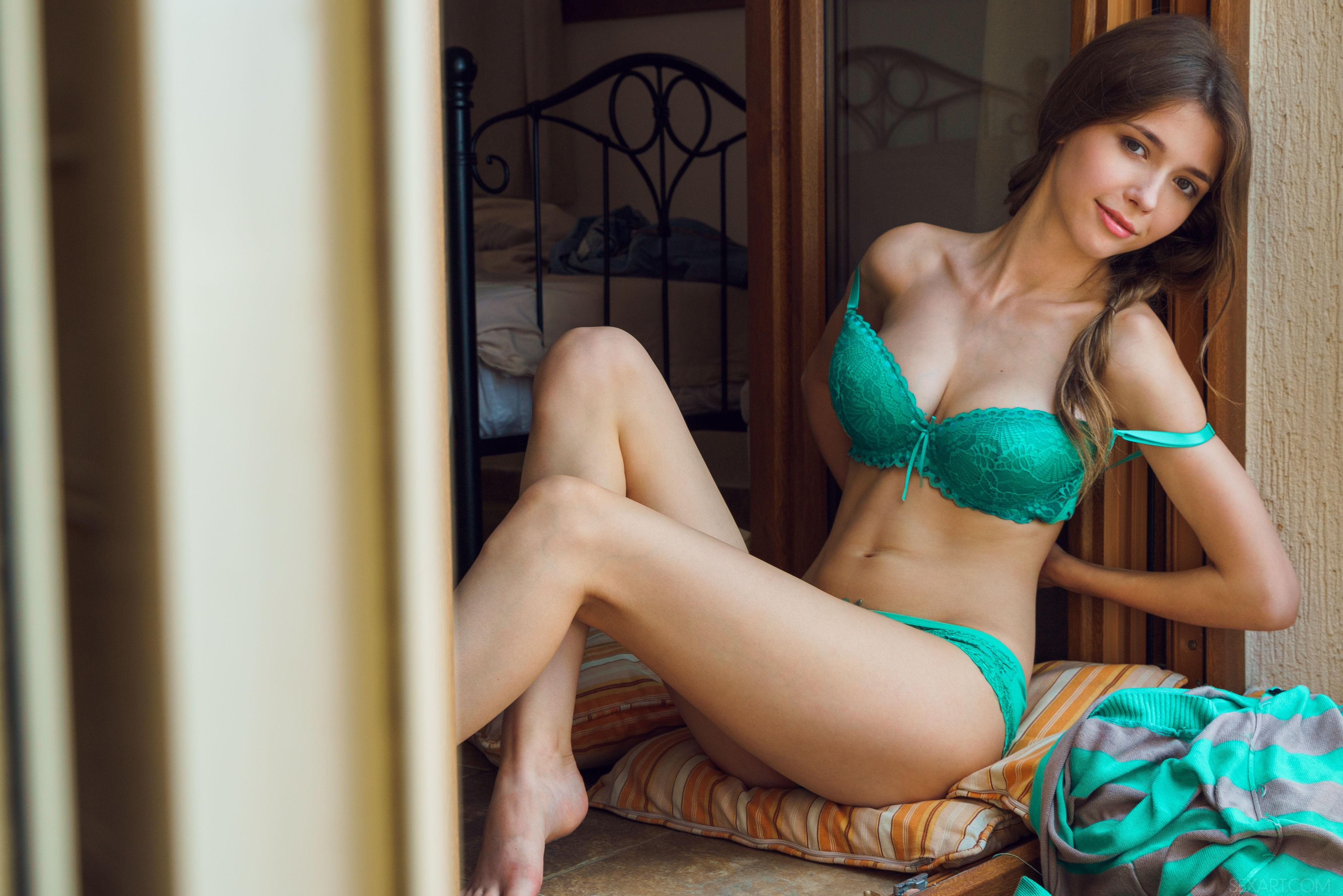 snimaet-s-sebya-odezhdu-video-seks-posmotret-podrochit-domashniy-neprofessionalniy
