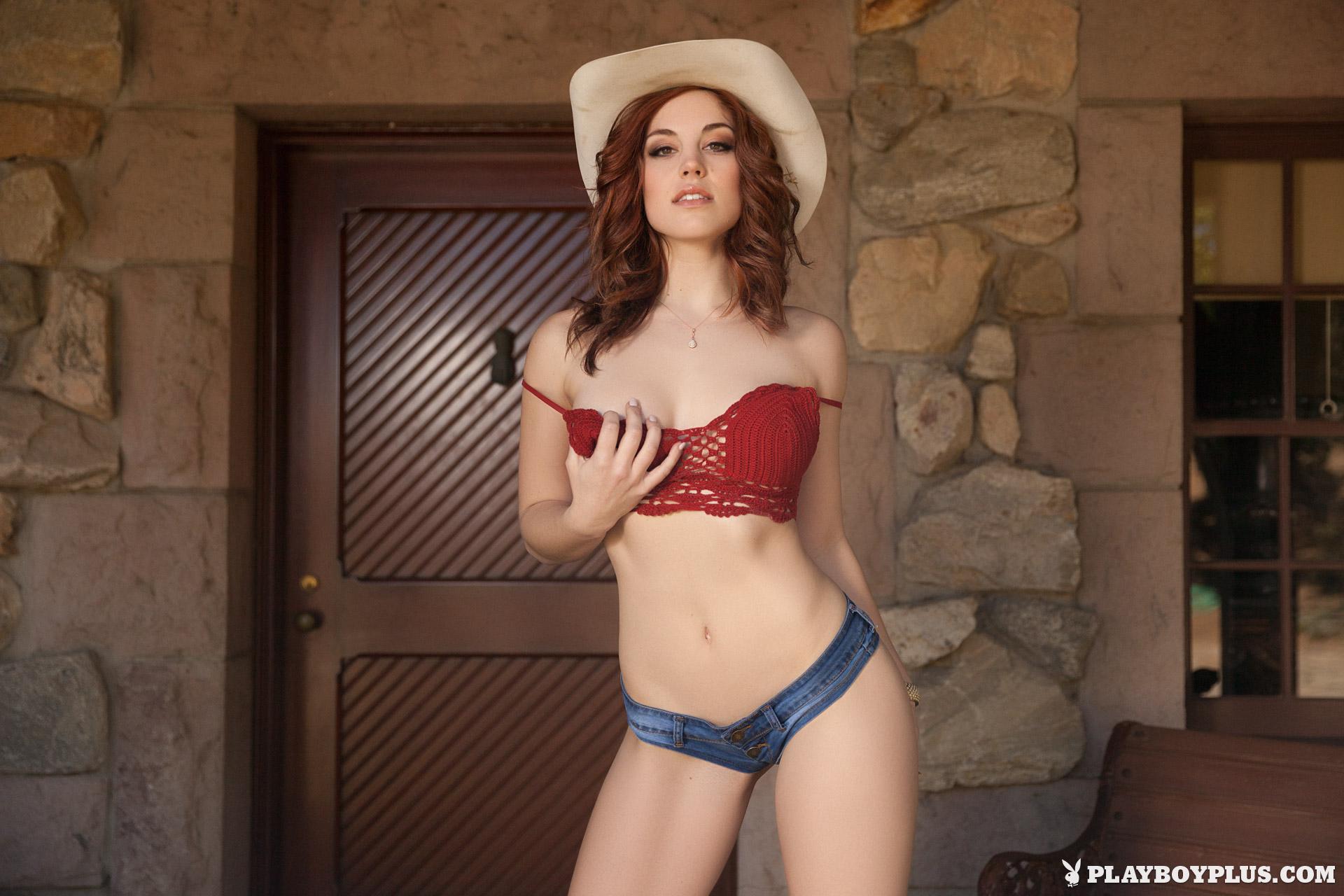 Redhead booty pics