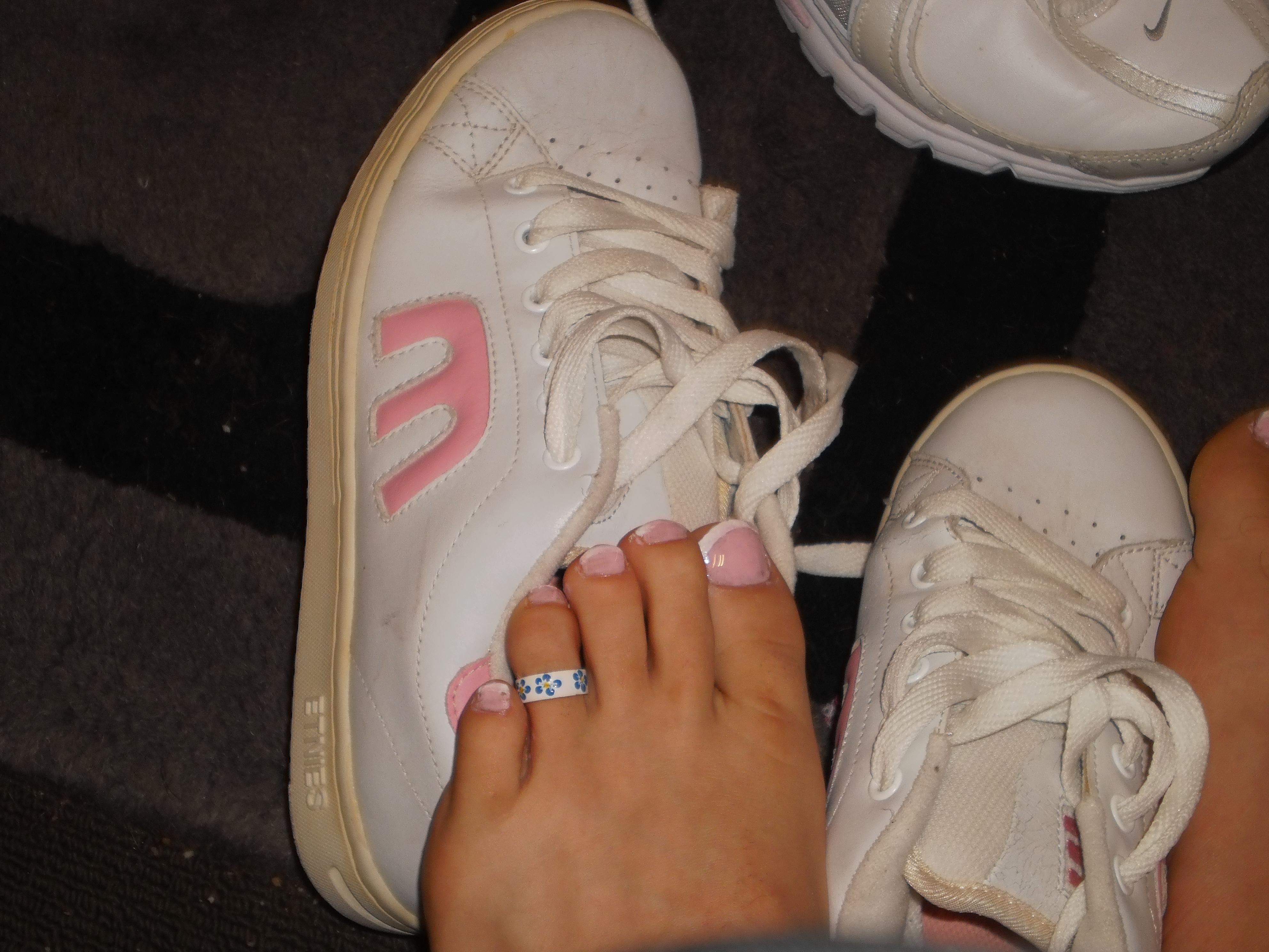 Sfondi : Nike, cibo, donne, calzini, jeans, Adidas, scarpe