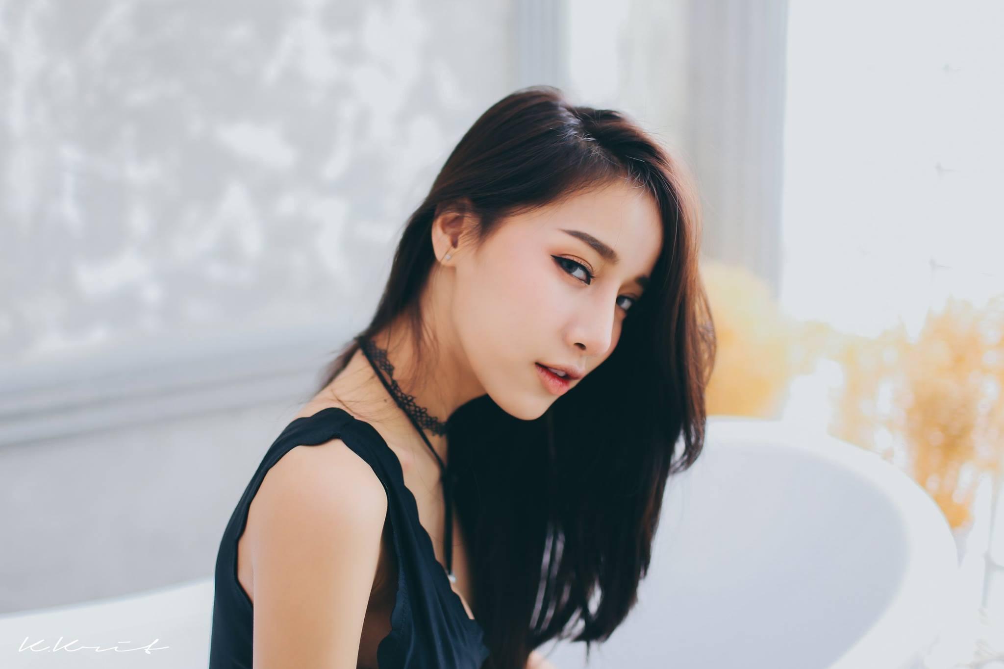 Uk asian model