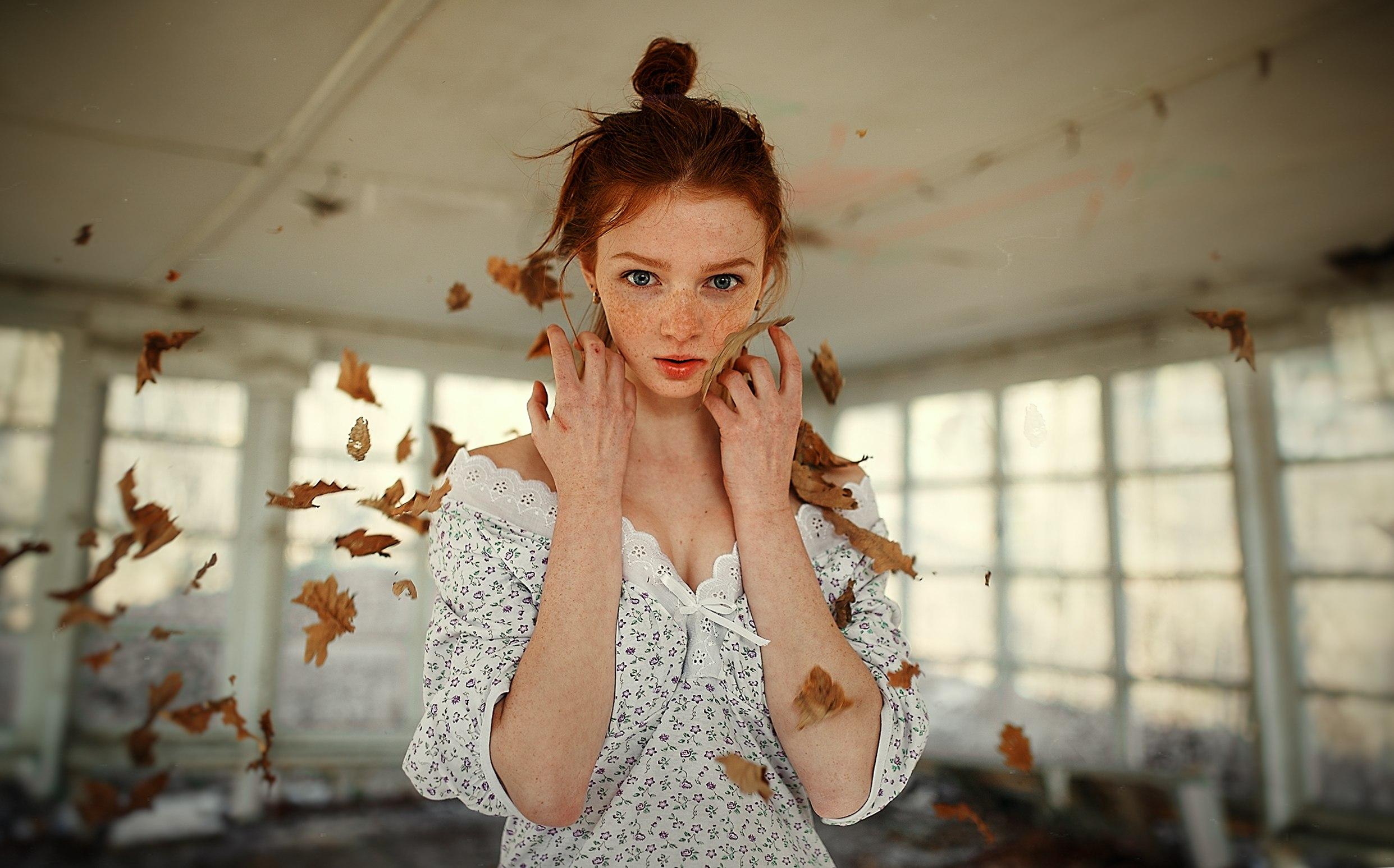 Sergey Nevzorov roux femmes maquette Regarder la visionneuse robe abandonné  taches de rousseur Femmes à l