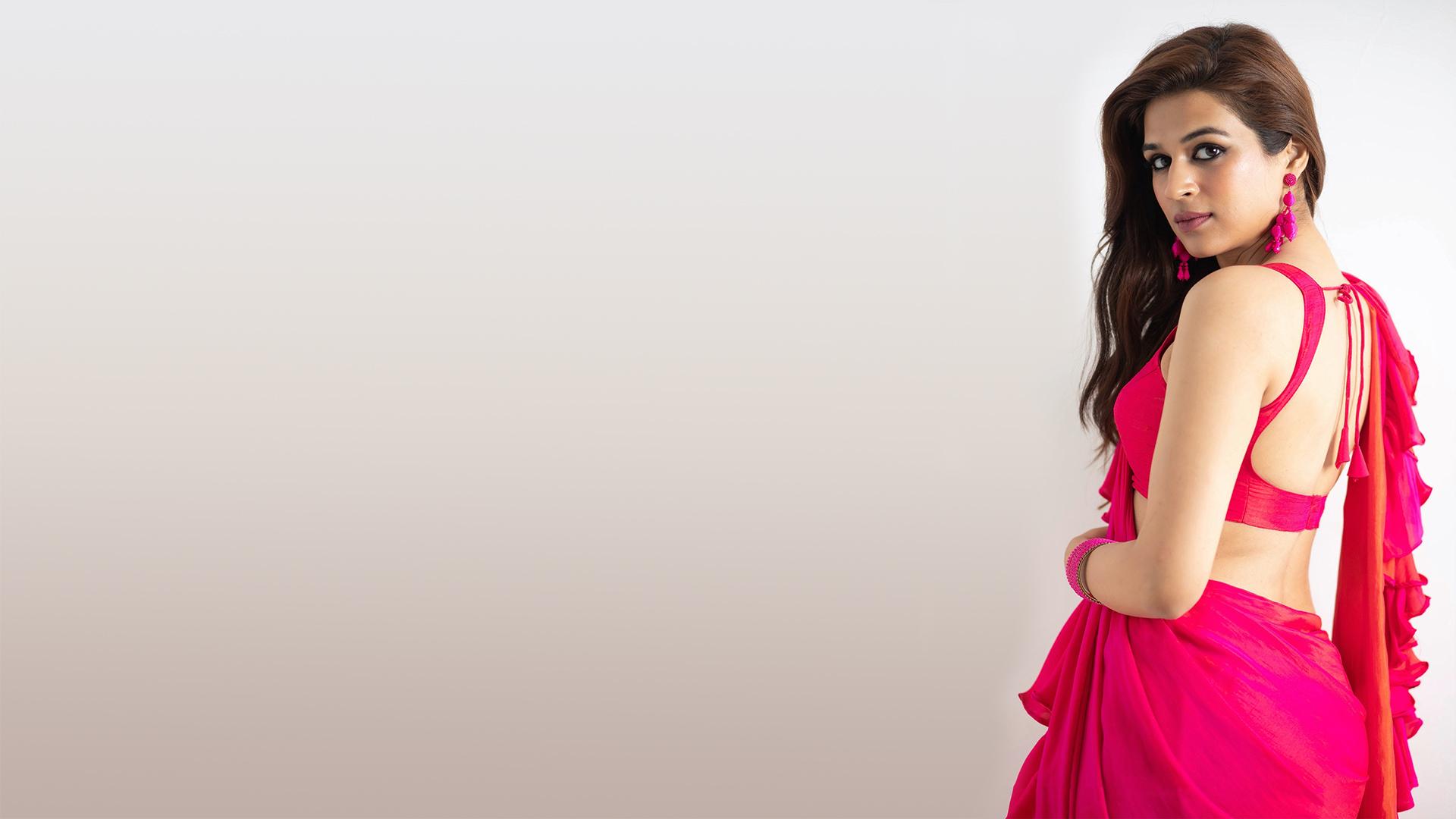 Wallpaper Shraddha Das Bollywood Actresses Actress Celebrity Backless Seduce Sensual Gaze Red Saree Blouse 1920x1080 Askme 1685353 Hd Wallpapers Wallhere