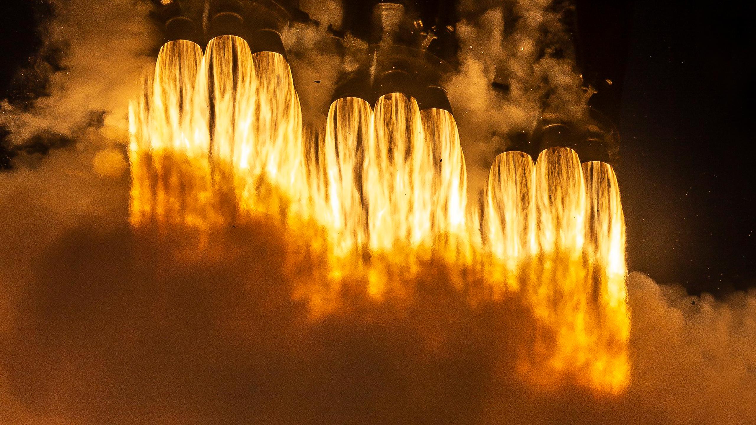 Wallpaper : SpaceX, Falcon Heavy, thruster 2560x1440 ...
