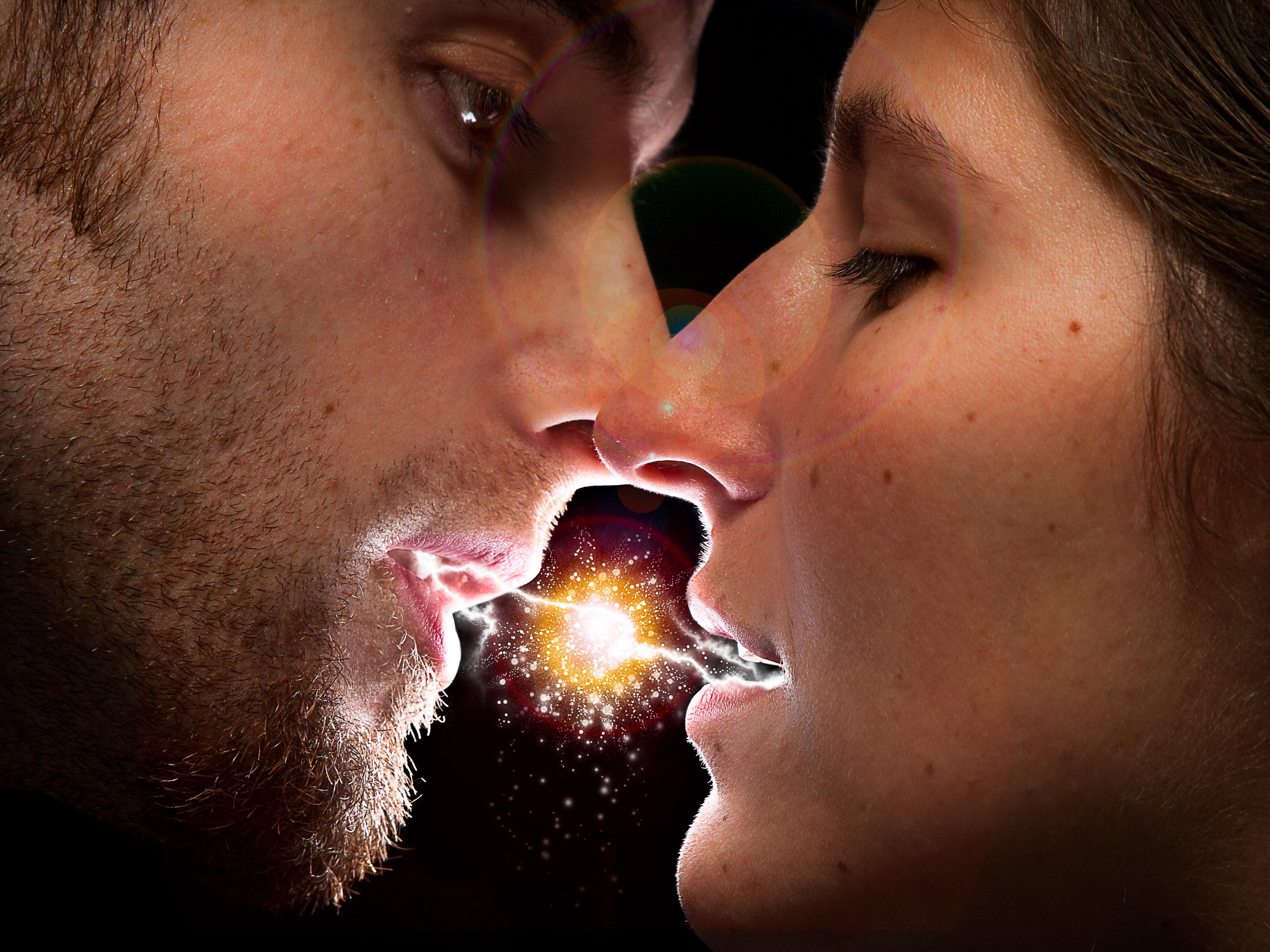 Прикольные картинки поцелуев парней, поздравление