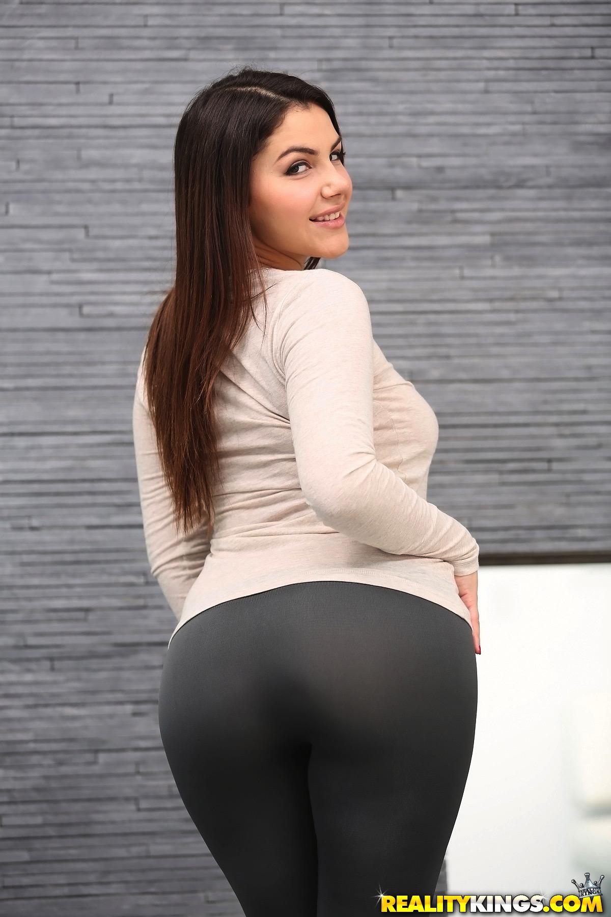 Wallpaper : Valentina Nappi, yoga pants, big boobs