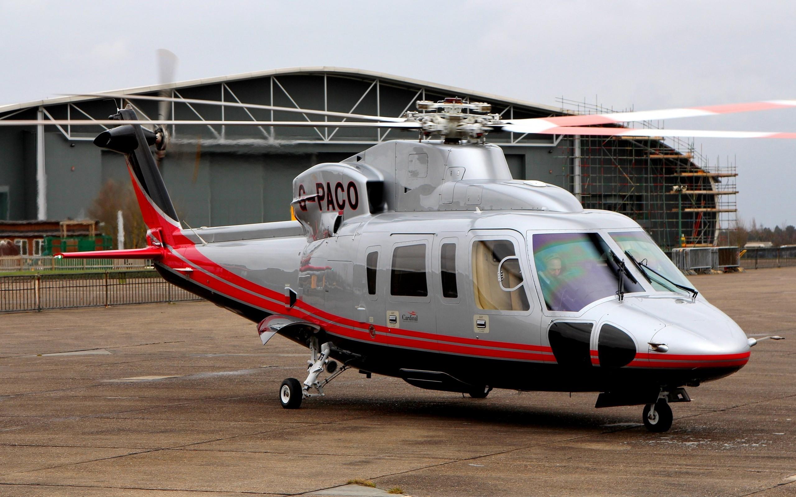 Elicottero 212 : Elicottero italiano di agusta bell ab di missione militare