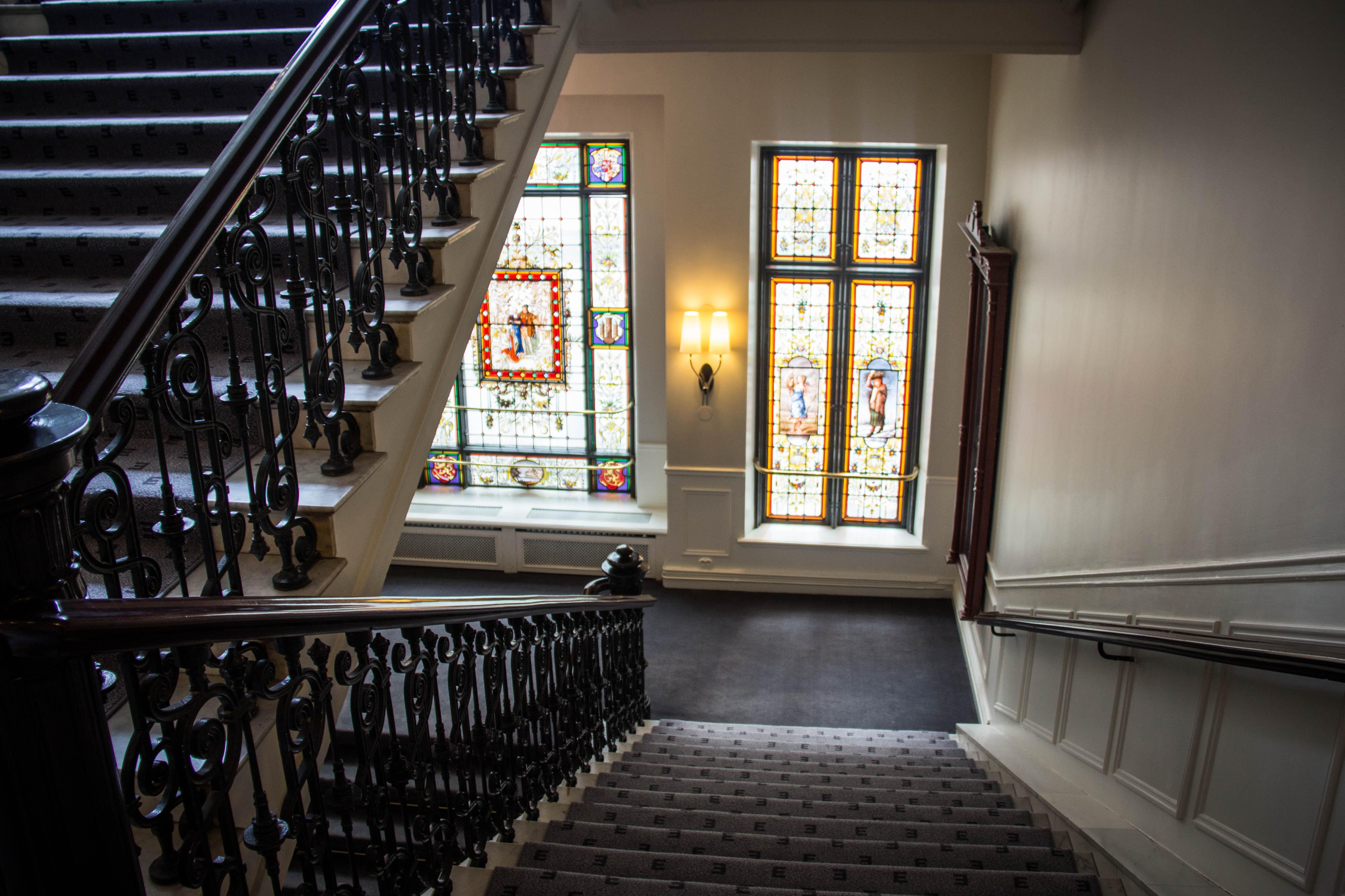 Fondos de pantalla arquitectura edificio biblioteca for Iluminacion escaleras interiores