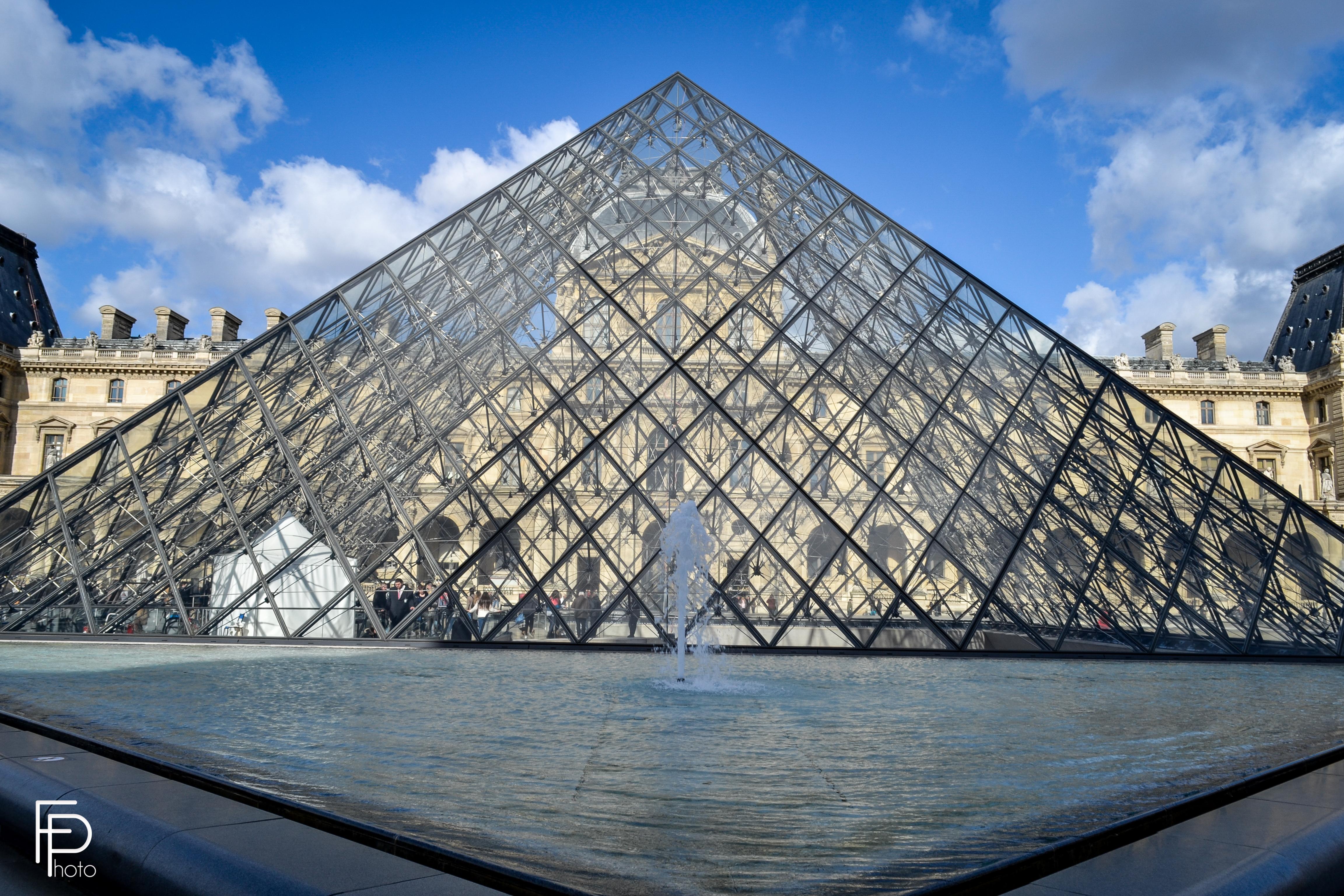 выбор фото с пирамидой лувра вид любят