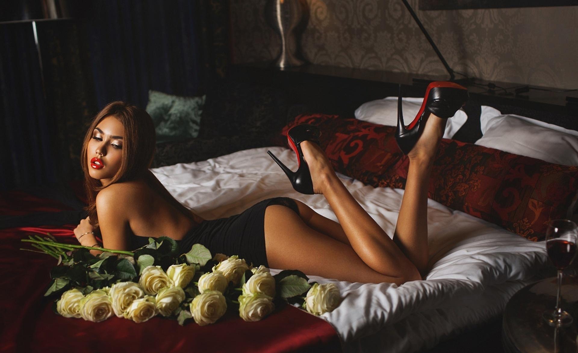 эротические картинки женщины с розами комнату бабушке